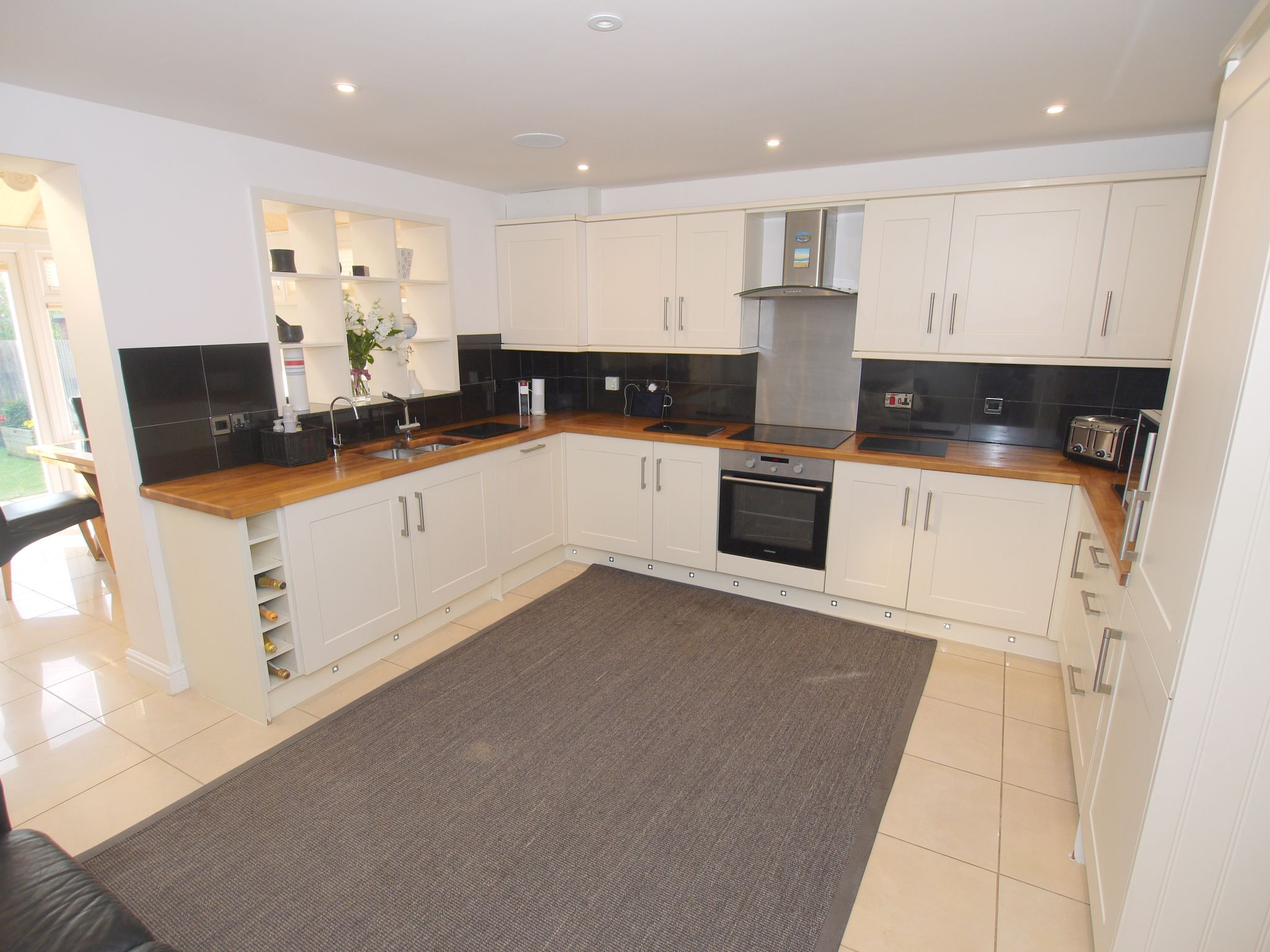 4 bedroom town house For Sale in Sevenoaks - Photograph 3
