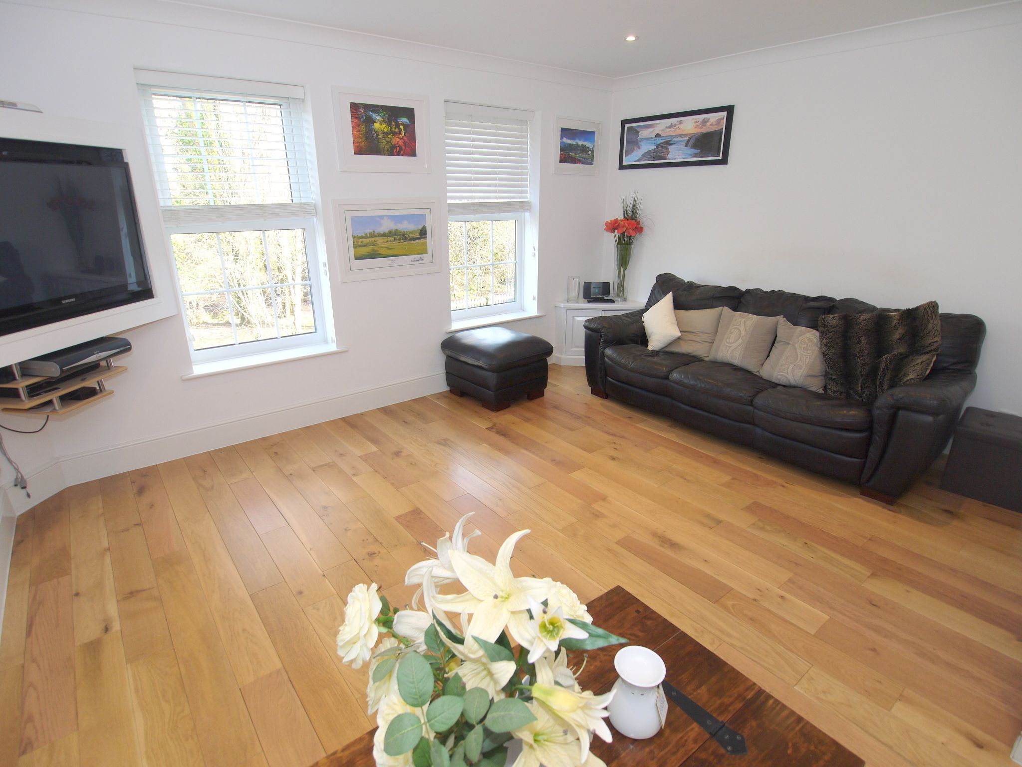 4 bedroom town house For Sale in Sevenoaks - Photograph 2