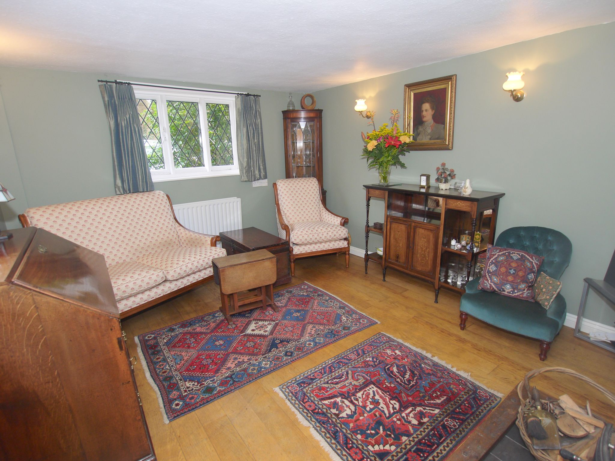 2 bedroom detached house For Sale in Sevenoaks - Photograph 3