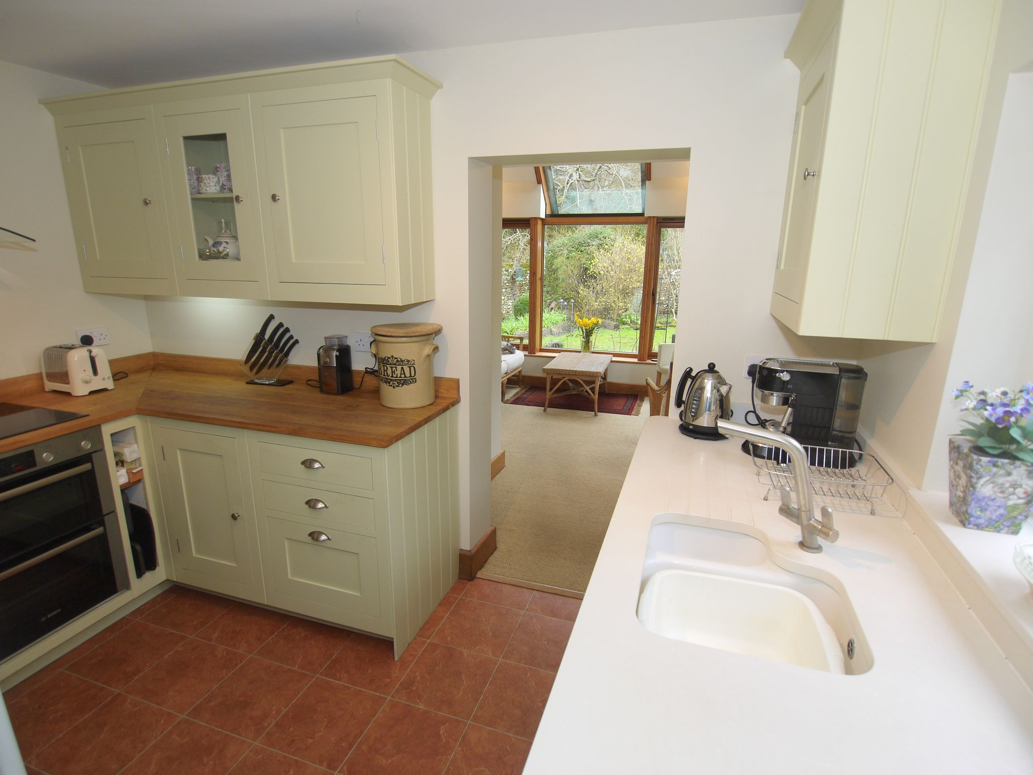 2 bedroom detached house For Sale in Sevenoaks - Photograph 5