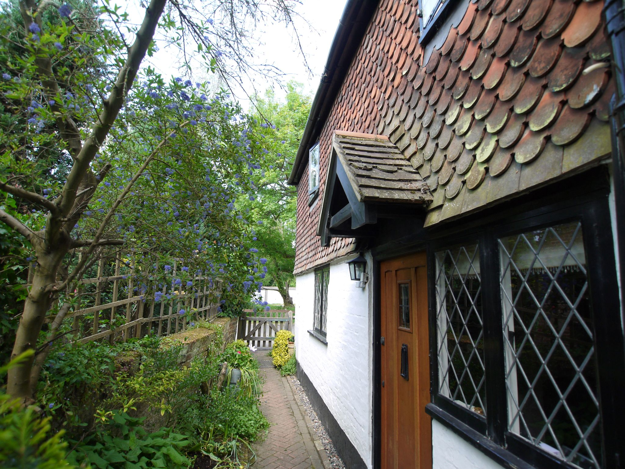 2 bedroom detached house For Sale in Sevenoaks - Photograph 10
