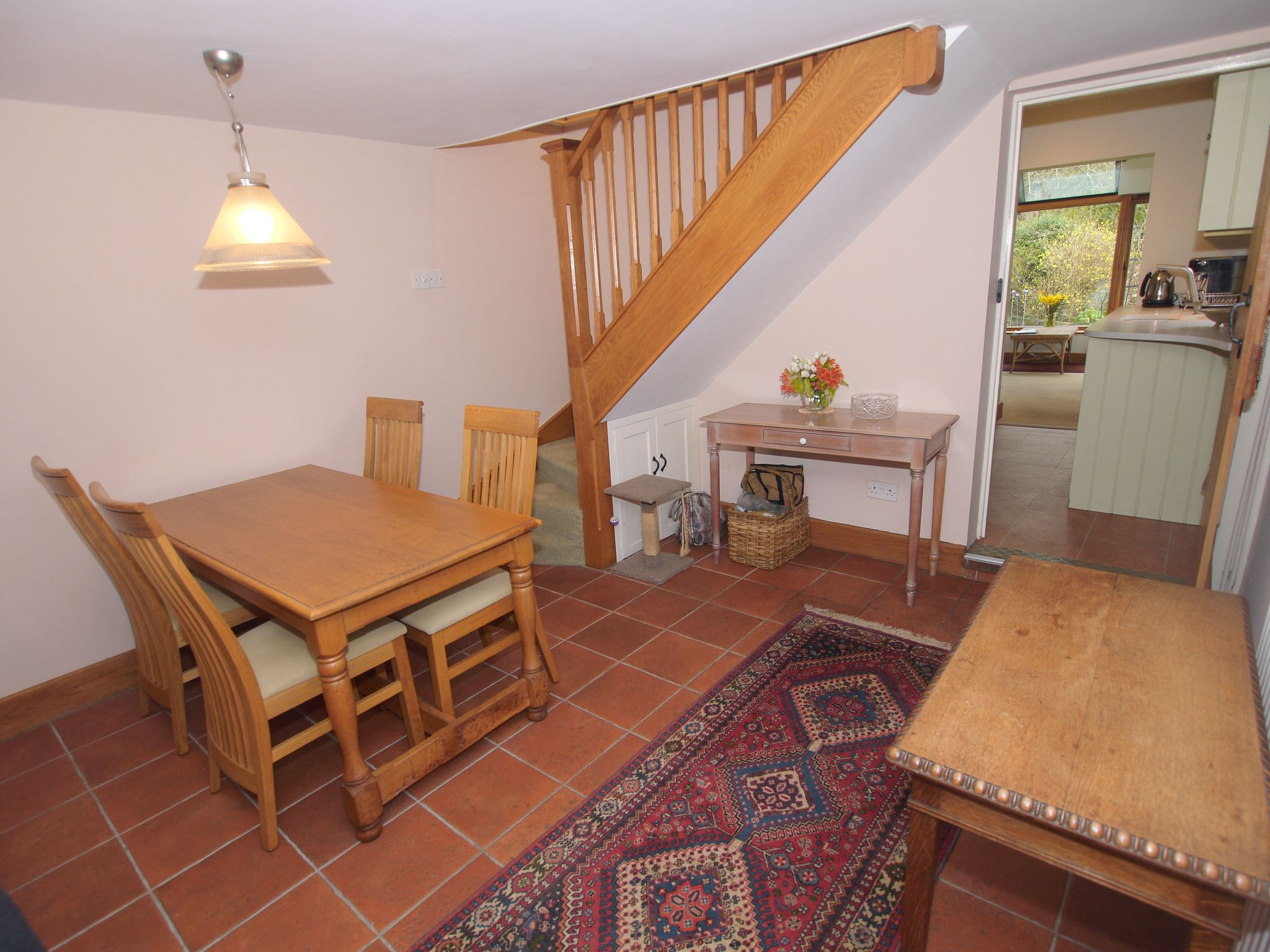 2 bedroom detached house For Sale in Sevenoaks - Photograph 4