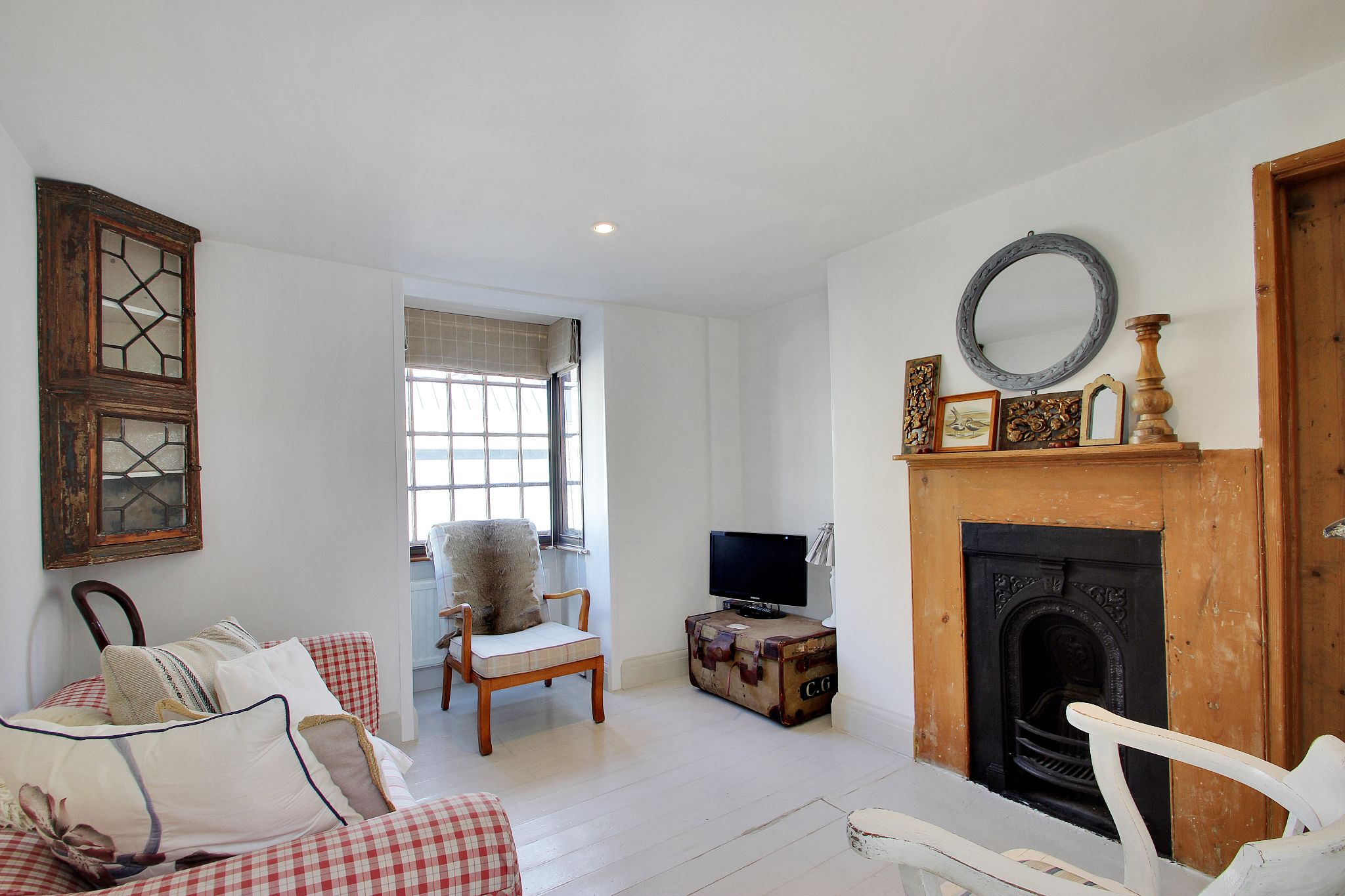 1 bedroom end terraced house Sale Agreed in Sevenoaks - Photograph 2