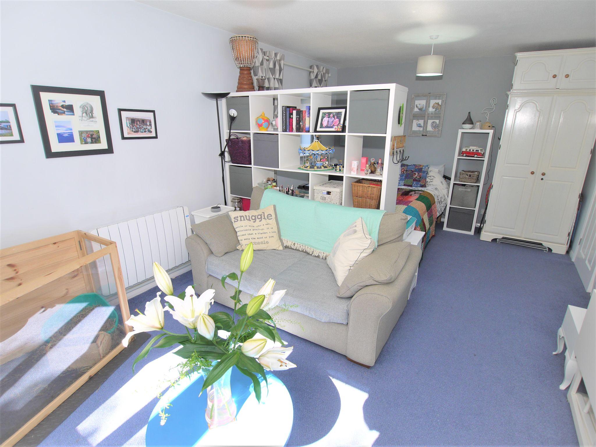 1 bedroom apartment flat/apartment Sold in Sevenoaks - Photograph 5