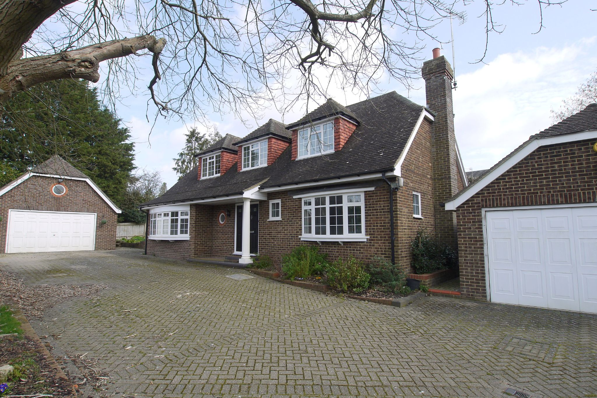 4 bedroom detached house For Sale in Sevenoaks - Photograph 1