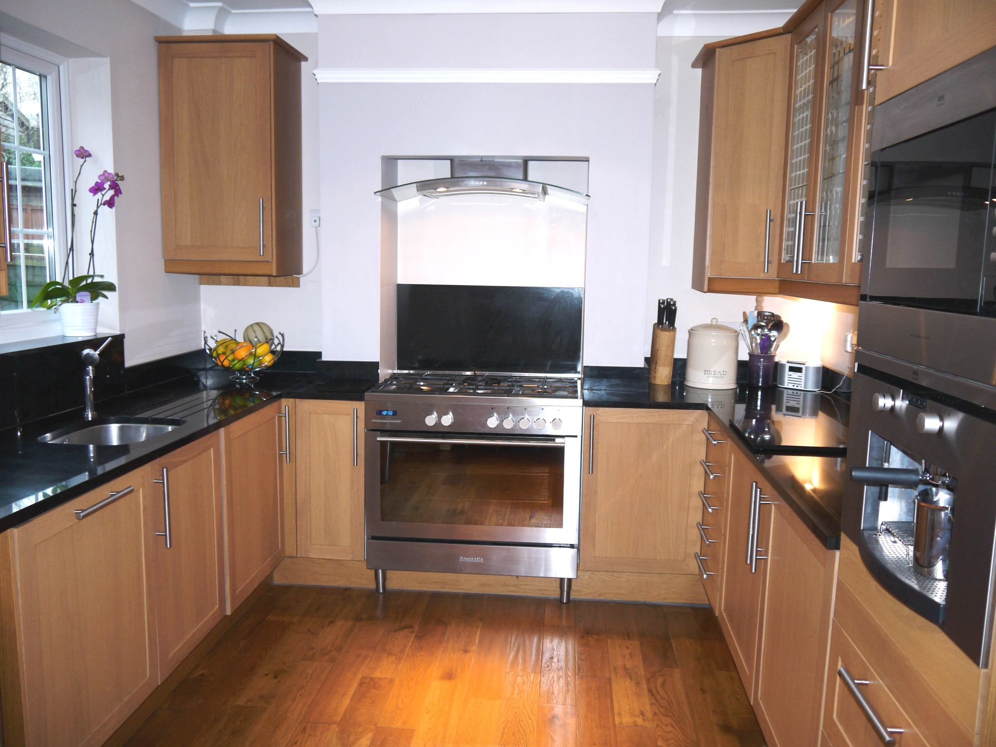 2 bedroom end terraced house For Sale in Sevenoaks - Photograph 2
