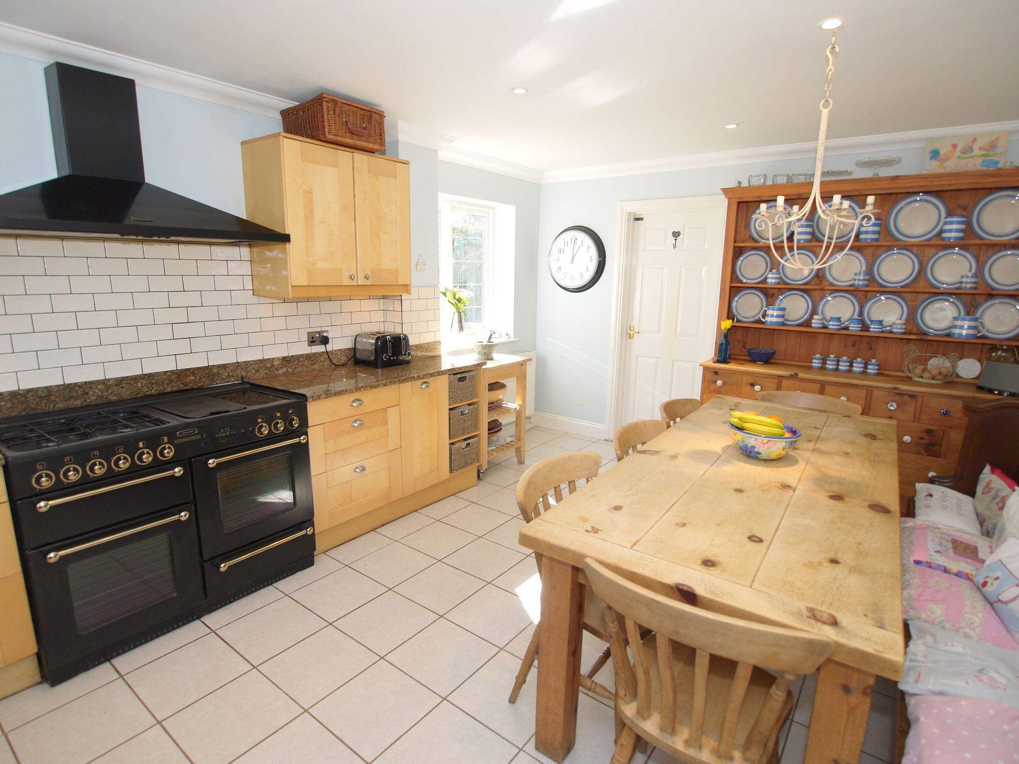 5 bedroom detached house For Sale in Sevenoaks - Photograph 3