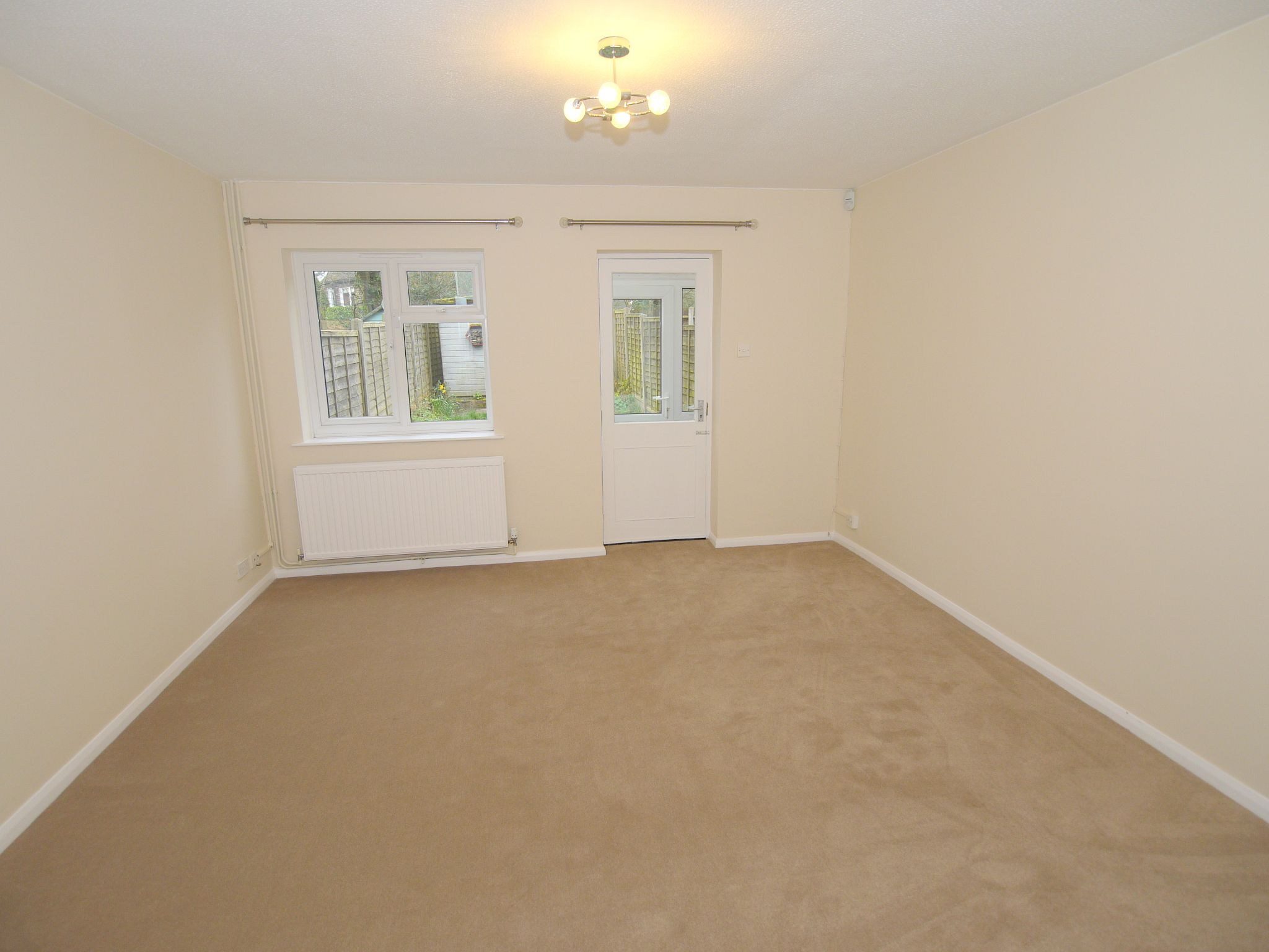 2 bedroom mid terraced house Let Agreed in Sevenoaks - Photograph 4