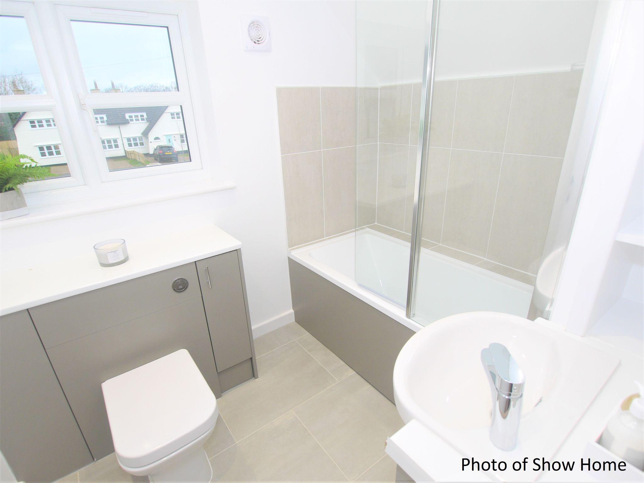 3 bedroom mid terraced house Sold in Tonbridge - Photograph 10