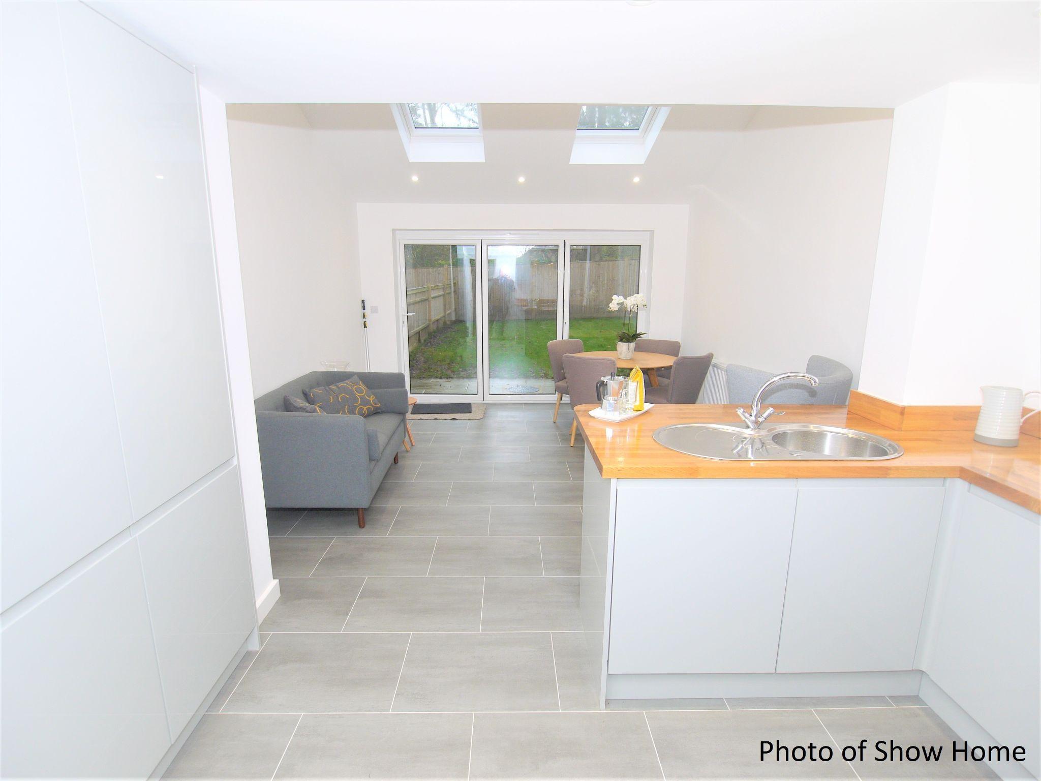 3 bedroom mid terraced house Sold in Tonbridge - Photograph 4