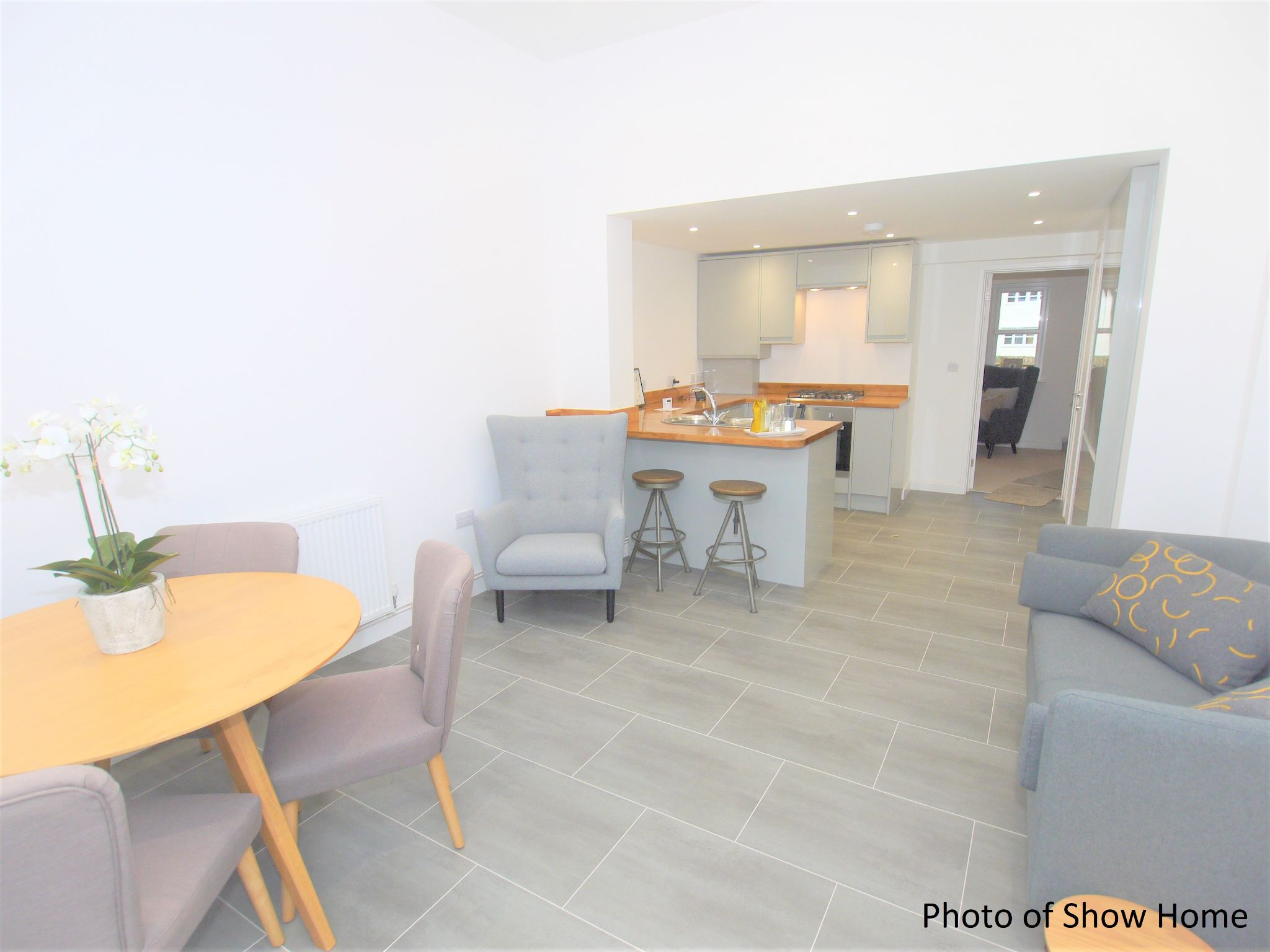 3 bedroom mid terraced house Sold in Tonbridge - Photograph 3