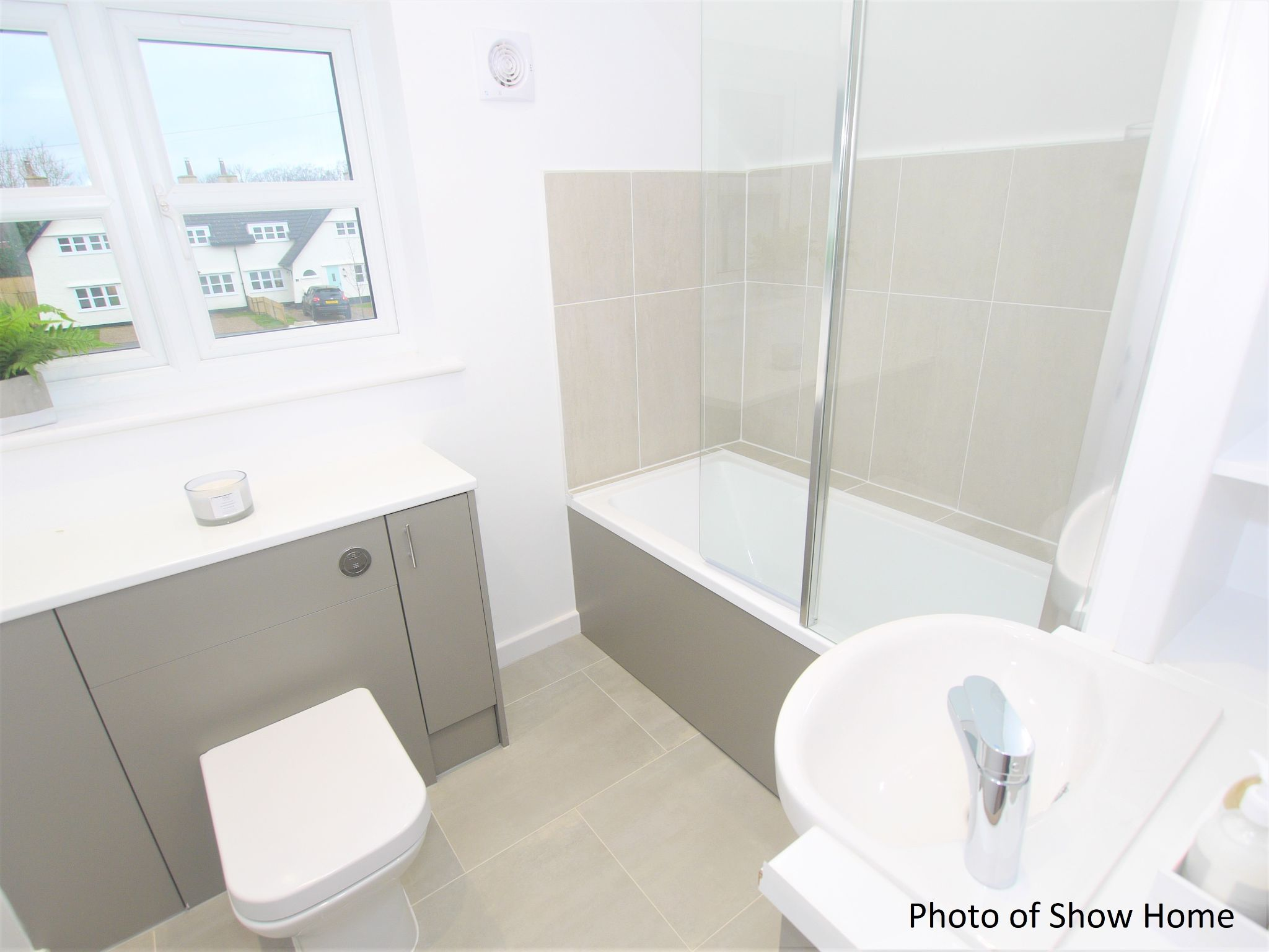 3 bedroom mid terraced house For Sale in Tonbridge - Photograph 10