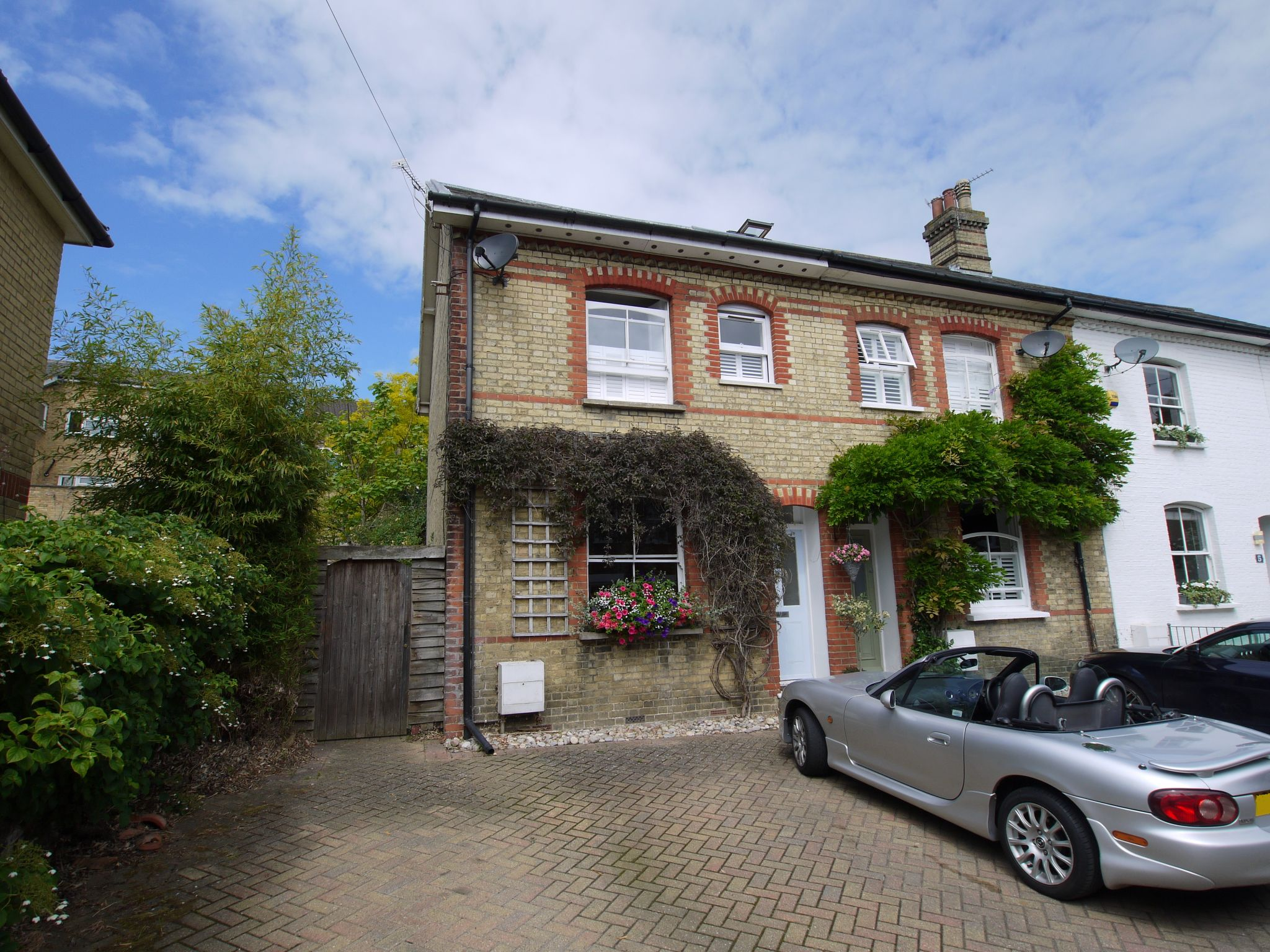 3 bedroom end terraced house For Sale in Sevenoaks - Photograph 1