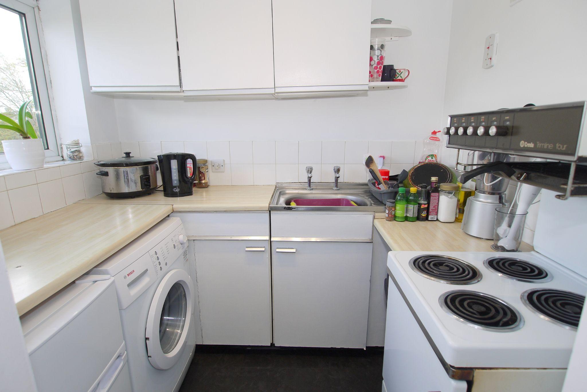 1 bedroom apartment Sold in Sevenoaks - Photograph 2