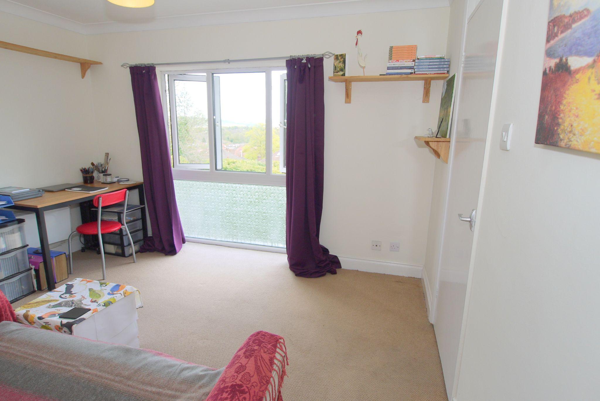 1 bedroom apartment Sold in Sevenoaks - Photograph 5