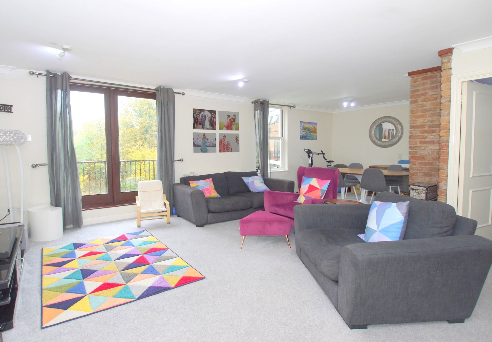 2 bedroom apartment For Sale in Sevenoaks - Property photograph