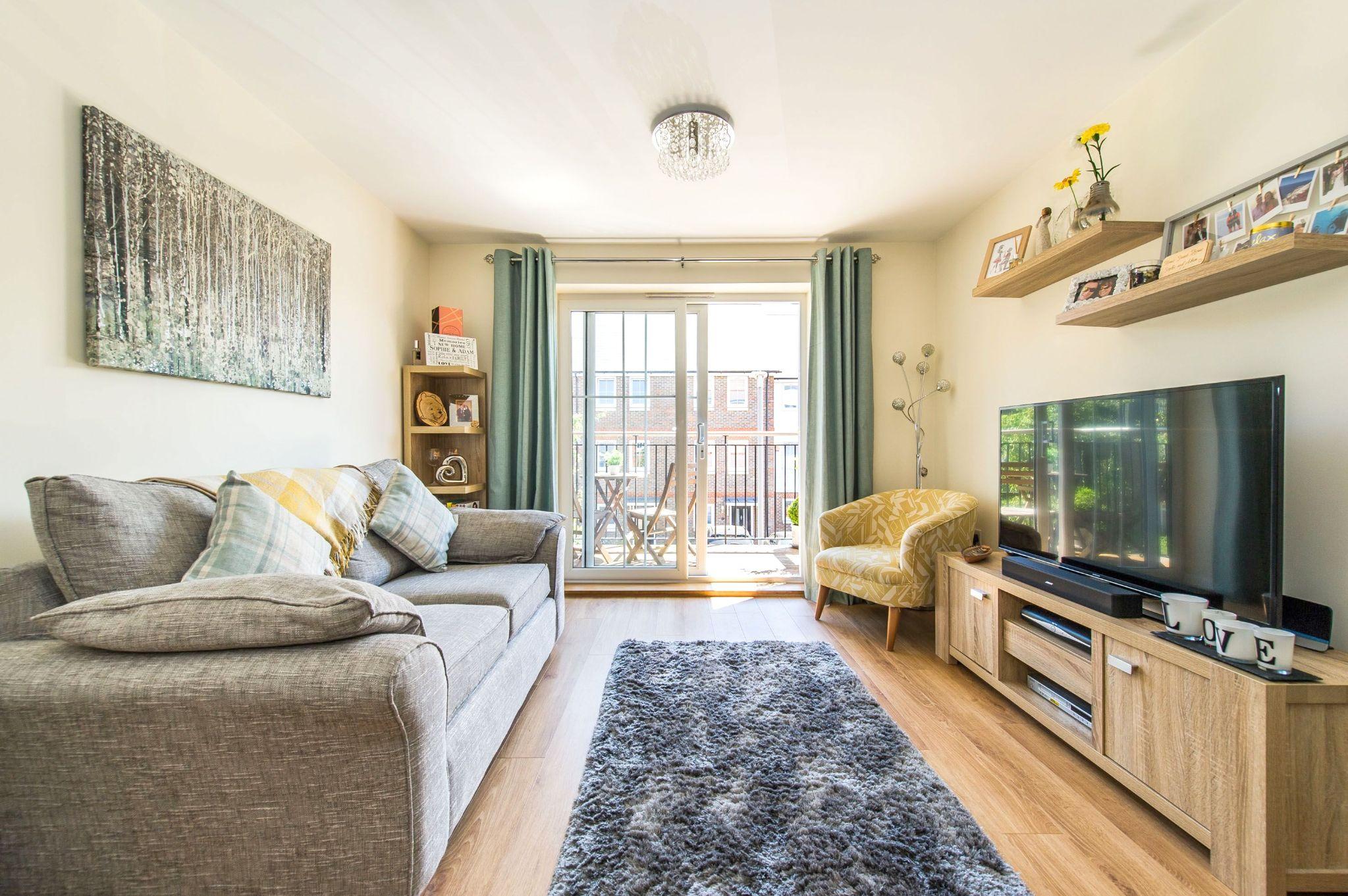 1 bedroom apartment flat/apartment For Sale in Sevenoaks - Photograph 2