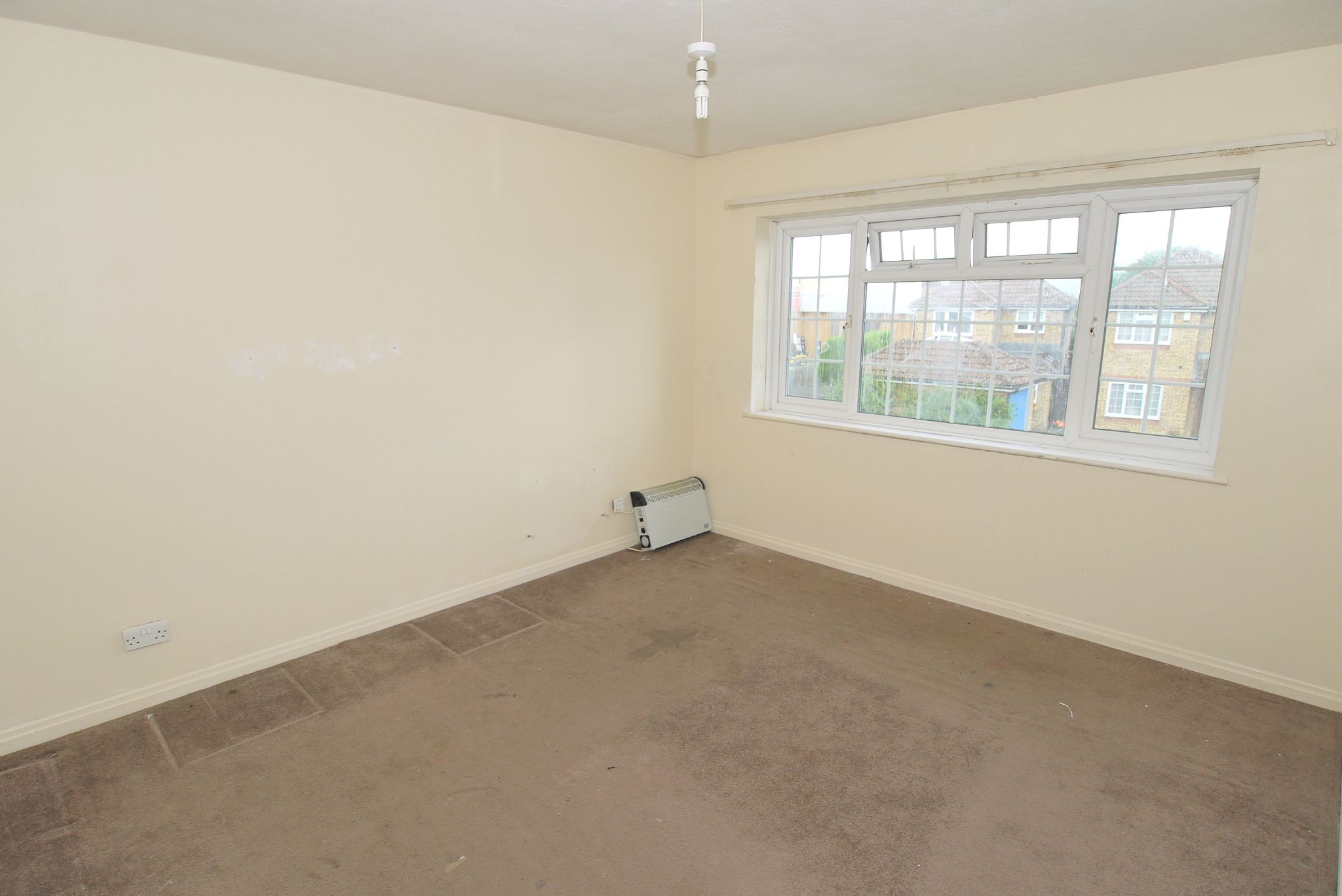 2 bedroom maisonette flat/apartment Sold in Sevenoaks - Photograph 4