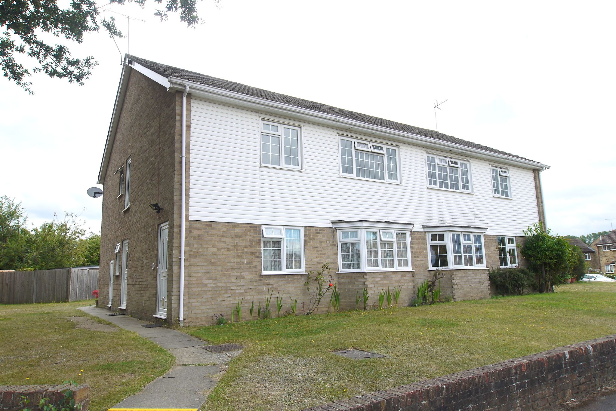 2 bedroom maisonette flat/apartment Sold in Sevenoaks - Photograph 1
