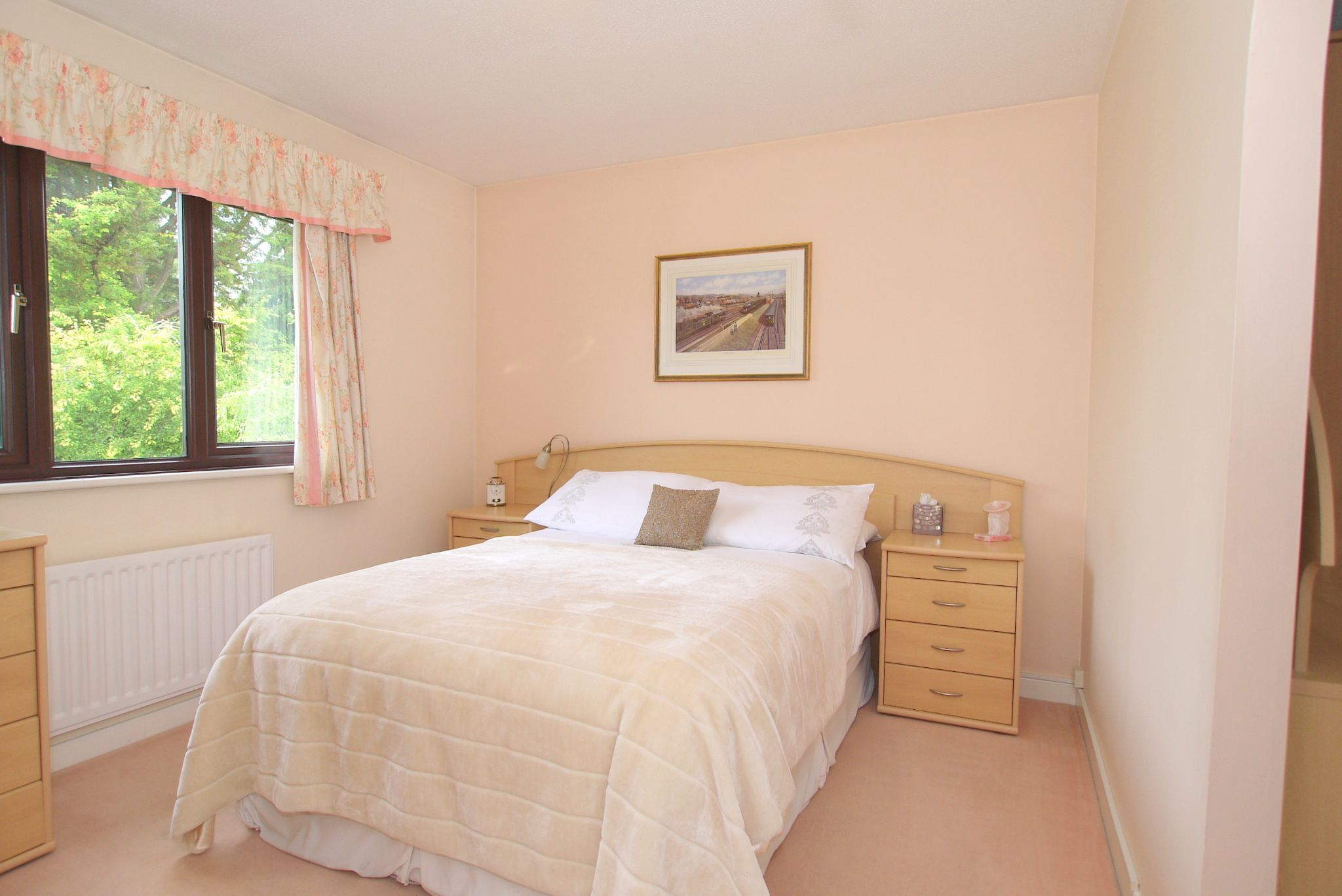 3 bedroom detached house For Sale in Sevenoaks - Photograph 7