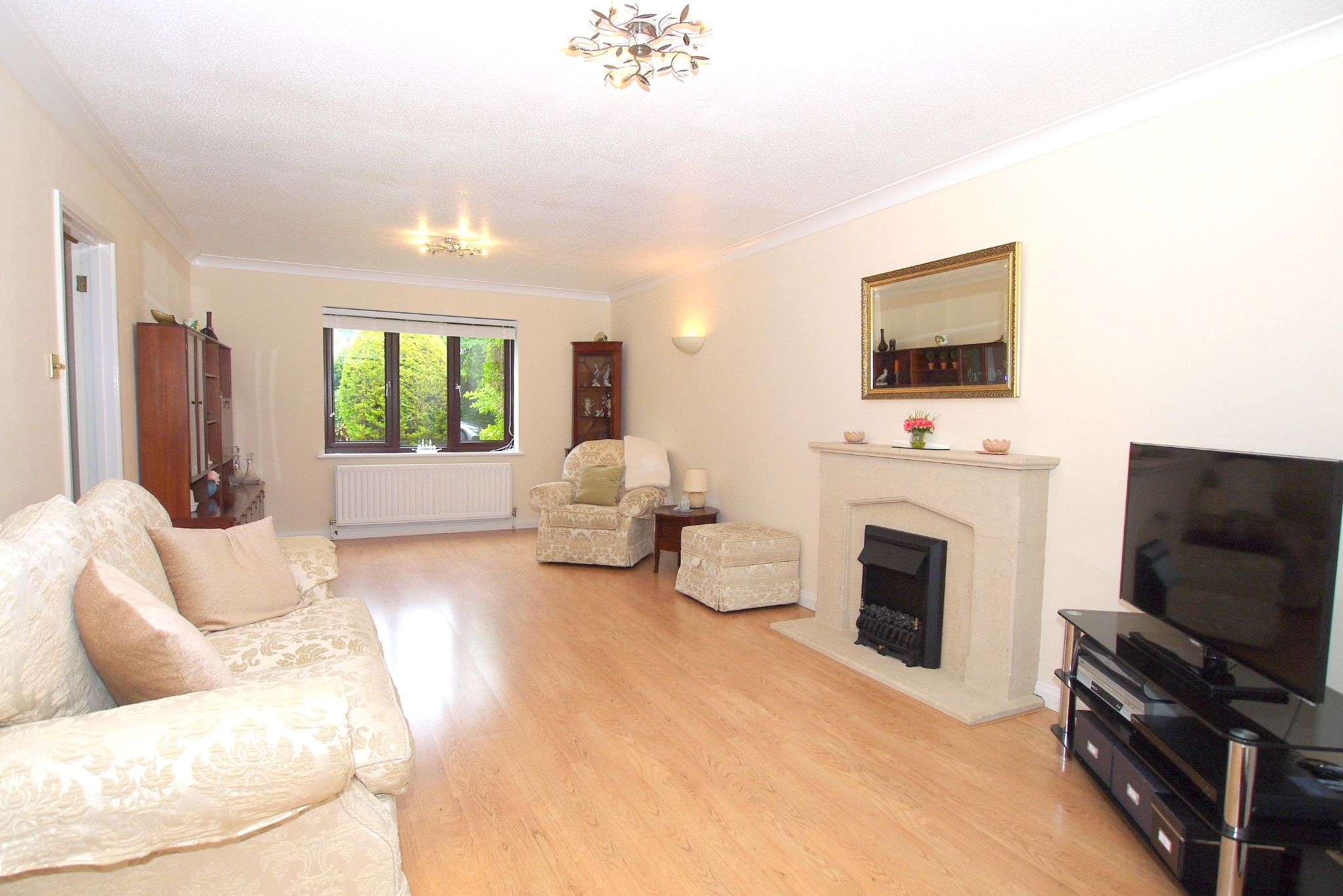 3 bedroom detached house For Sale in Sevenoaks - Photograph 2