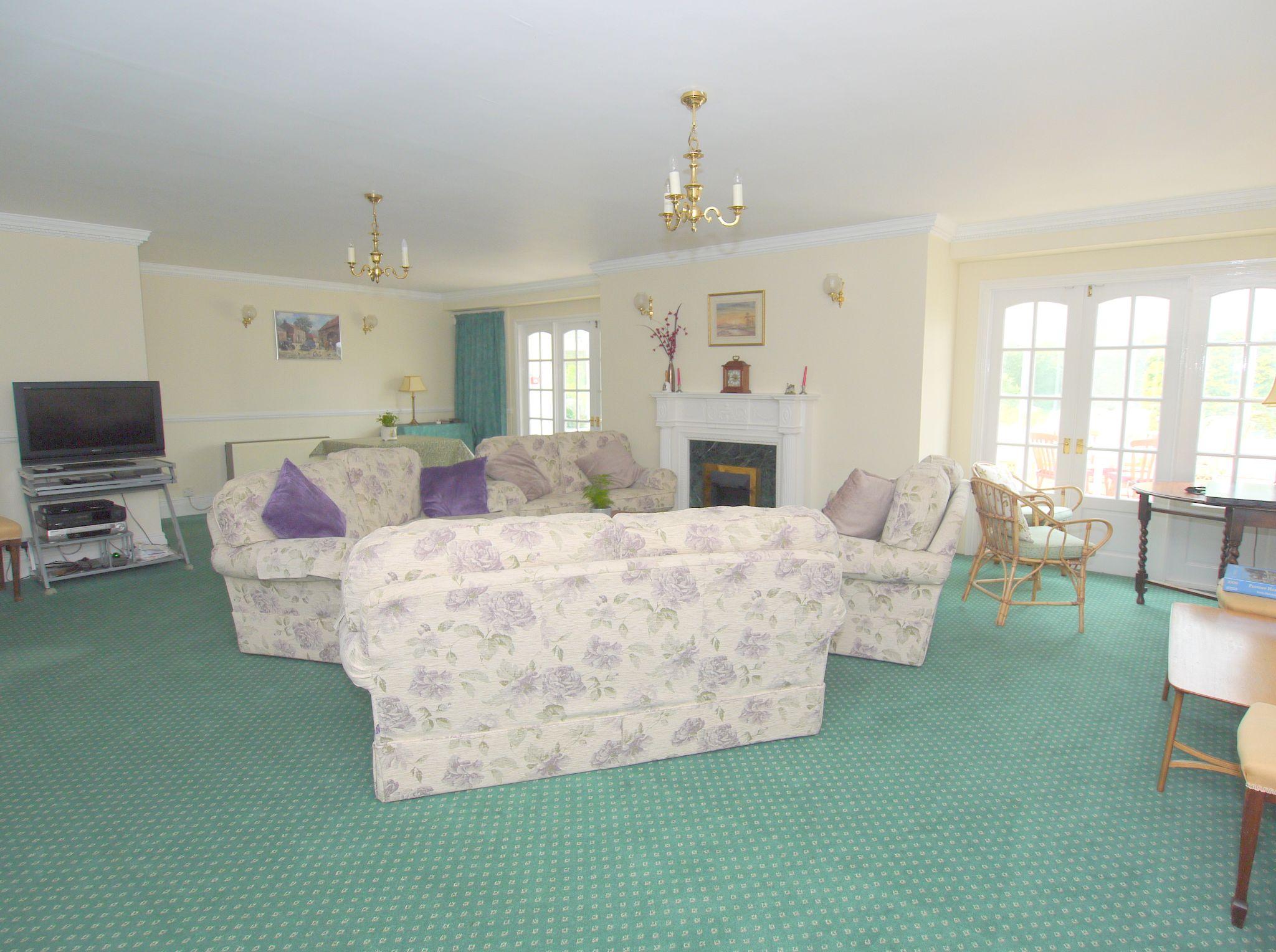 1 bedroom ground floor Sold in Sevenoaks - Photograph 8