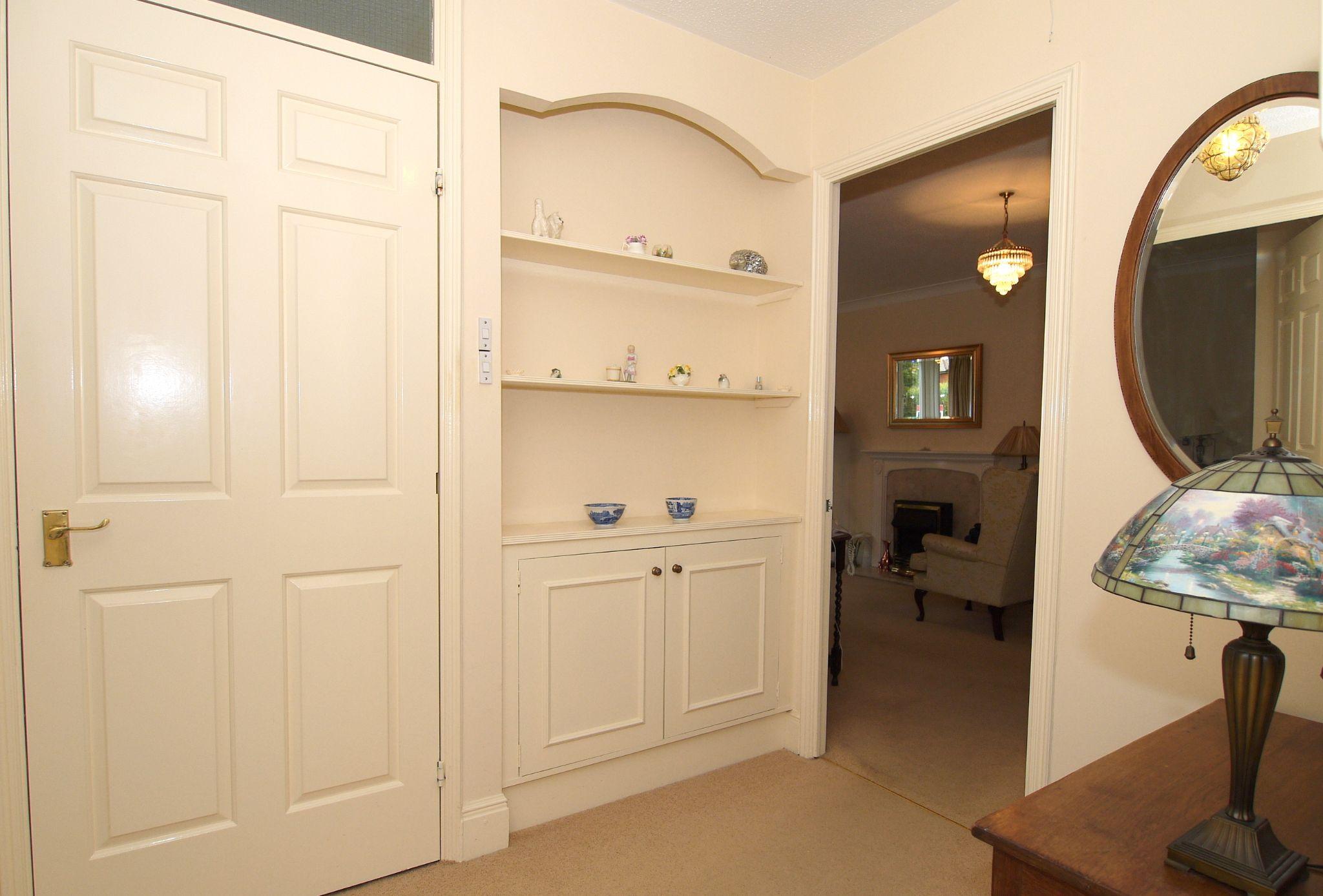 1 bedroom ground floor Sold in Sevenoaks - Photograph 5