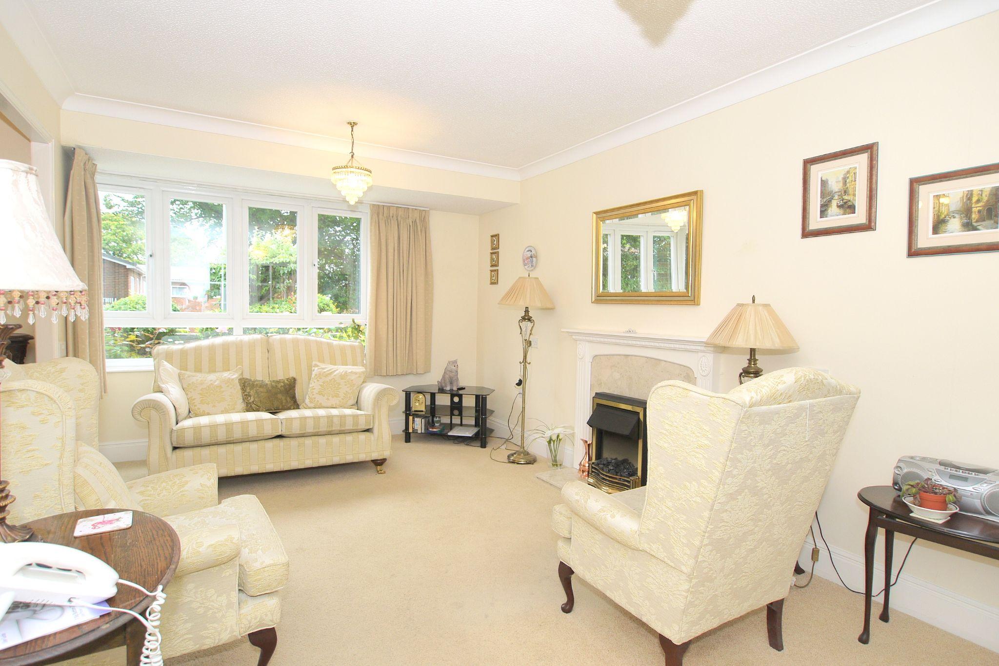 1 bedroom ground floor Sold in Sevenoaks - Photograph 2
