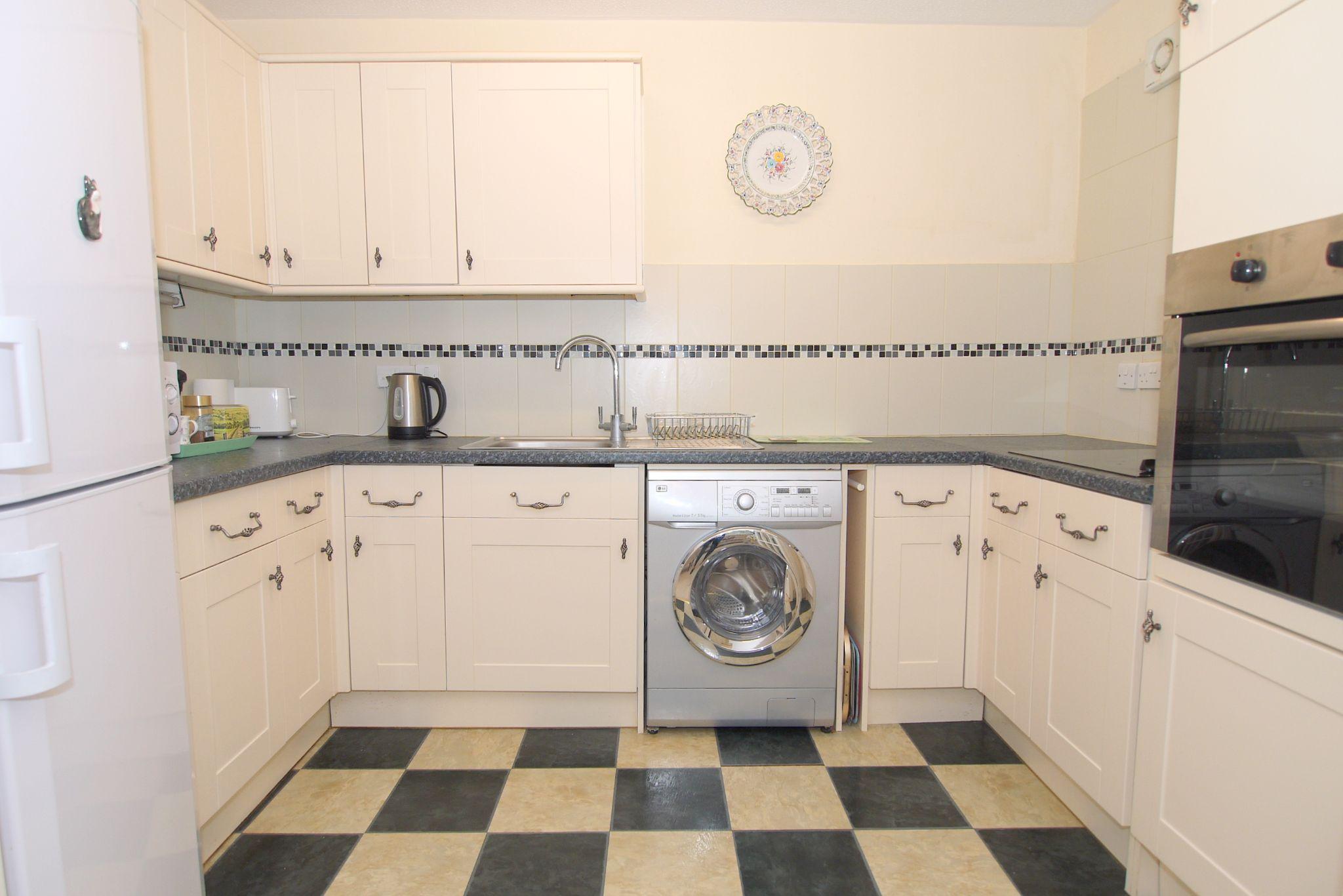 1 bedroom ground floor Sold in Sevenoaks - Photograph 4