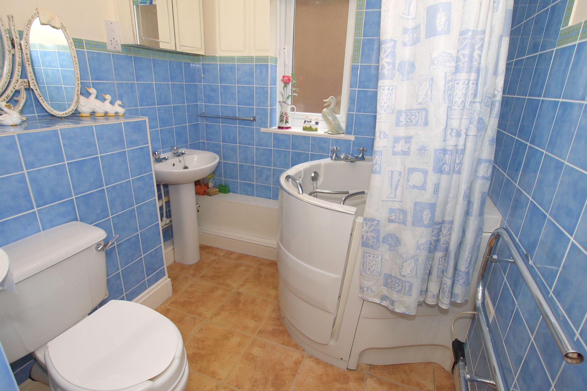 1 bedroom ground floor Sold in Sevenoaks - Photograph 7