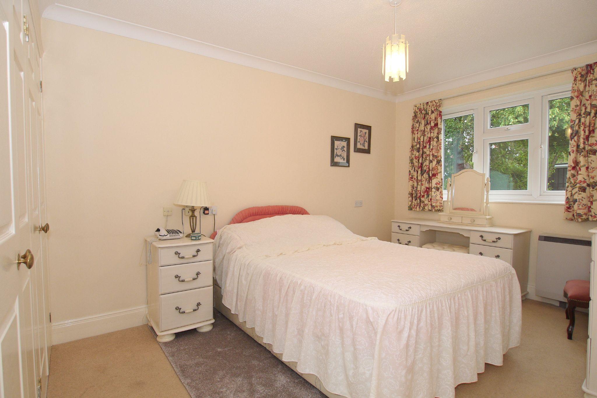 1 bedroom ground floor Sold in Sevenoaks - Photograph 6