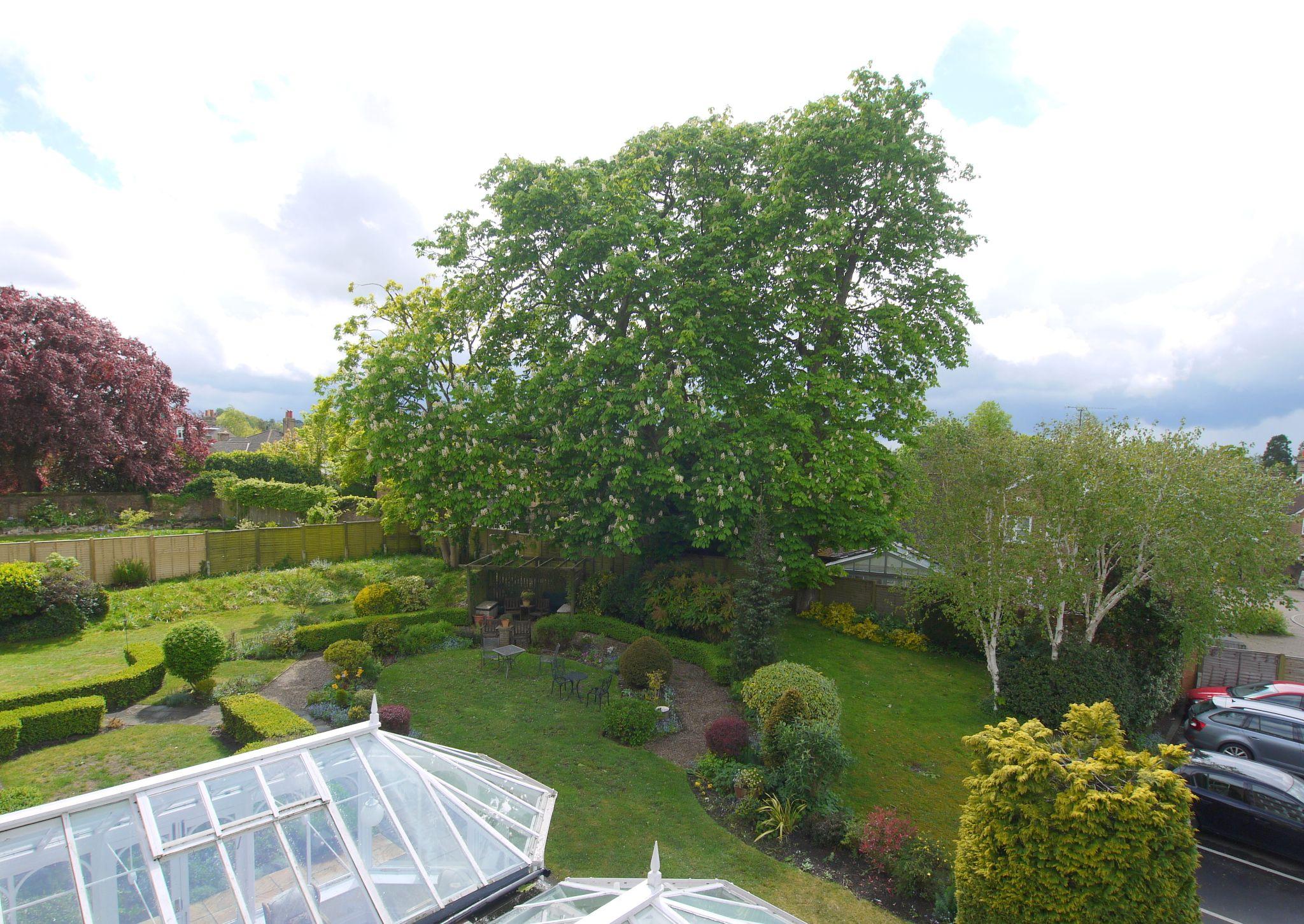 1 bedroom ground floor Sold in Sevenoaks - Photograph 12