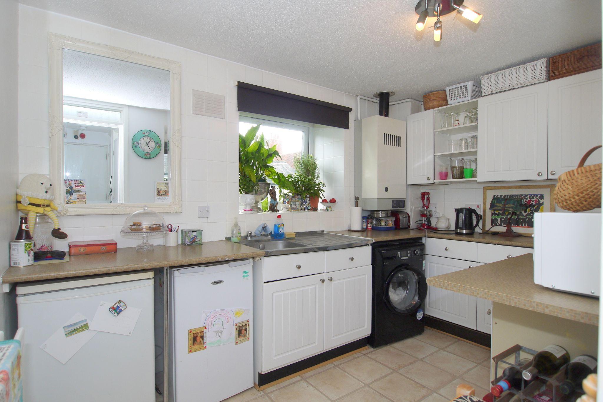 1 bedroom apartment flat/apartment Sold in Sevenoaks - Photograph 4