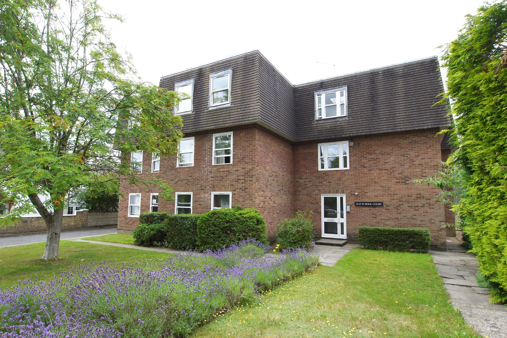 1 bedroom apartment flat/apartment Sold in Sevenoaks - Photograph 1