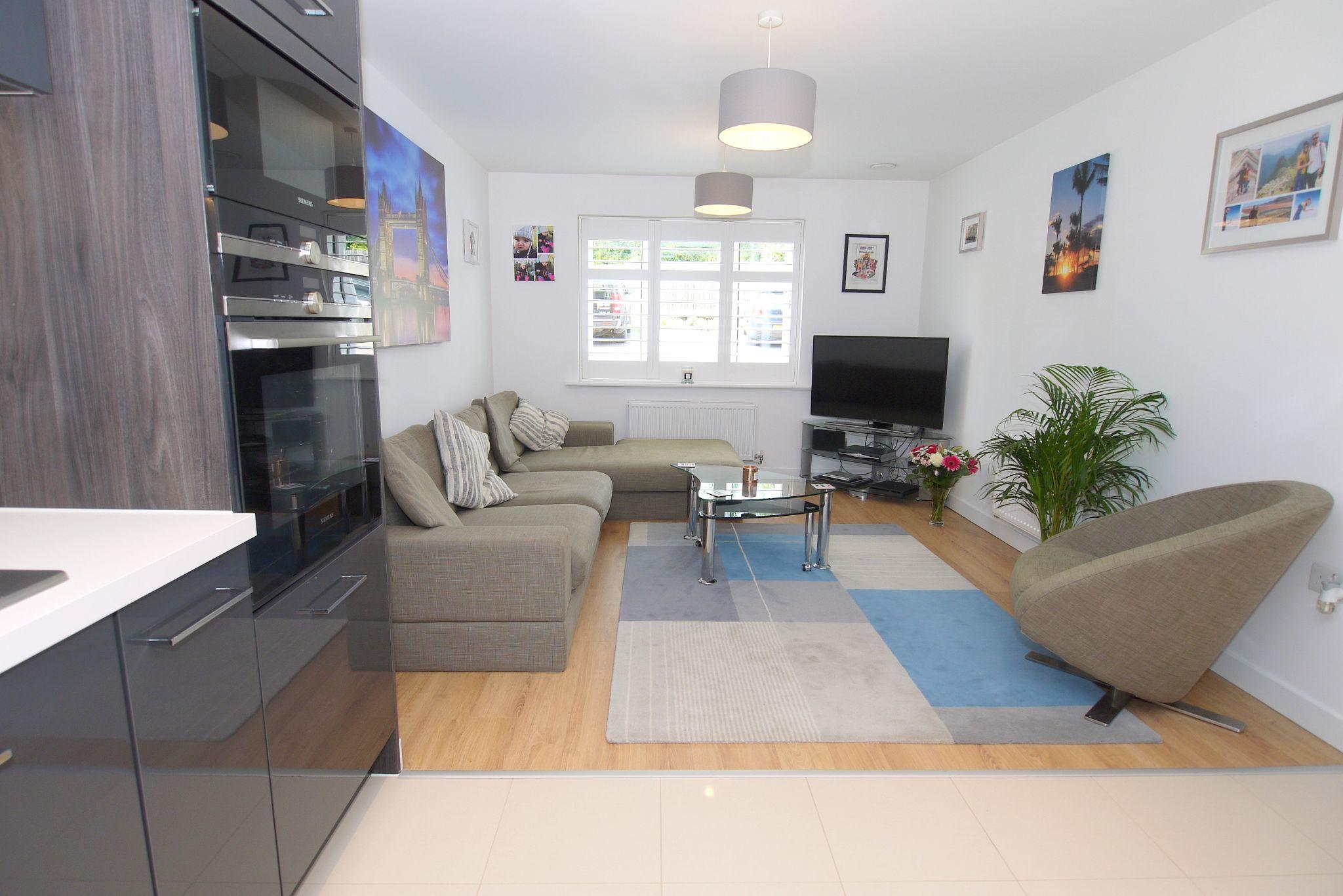 1 bedroom apartment flat/apartment For Sale in Sevenoaks - Photograph 3