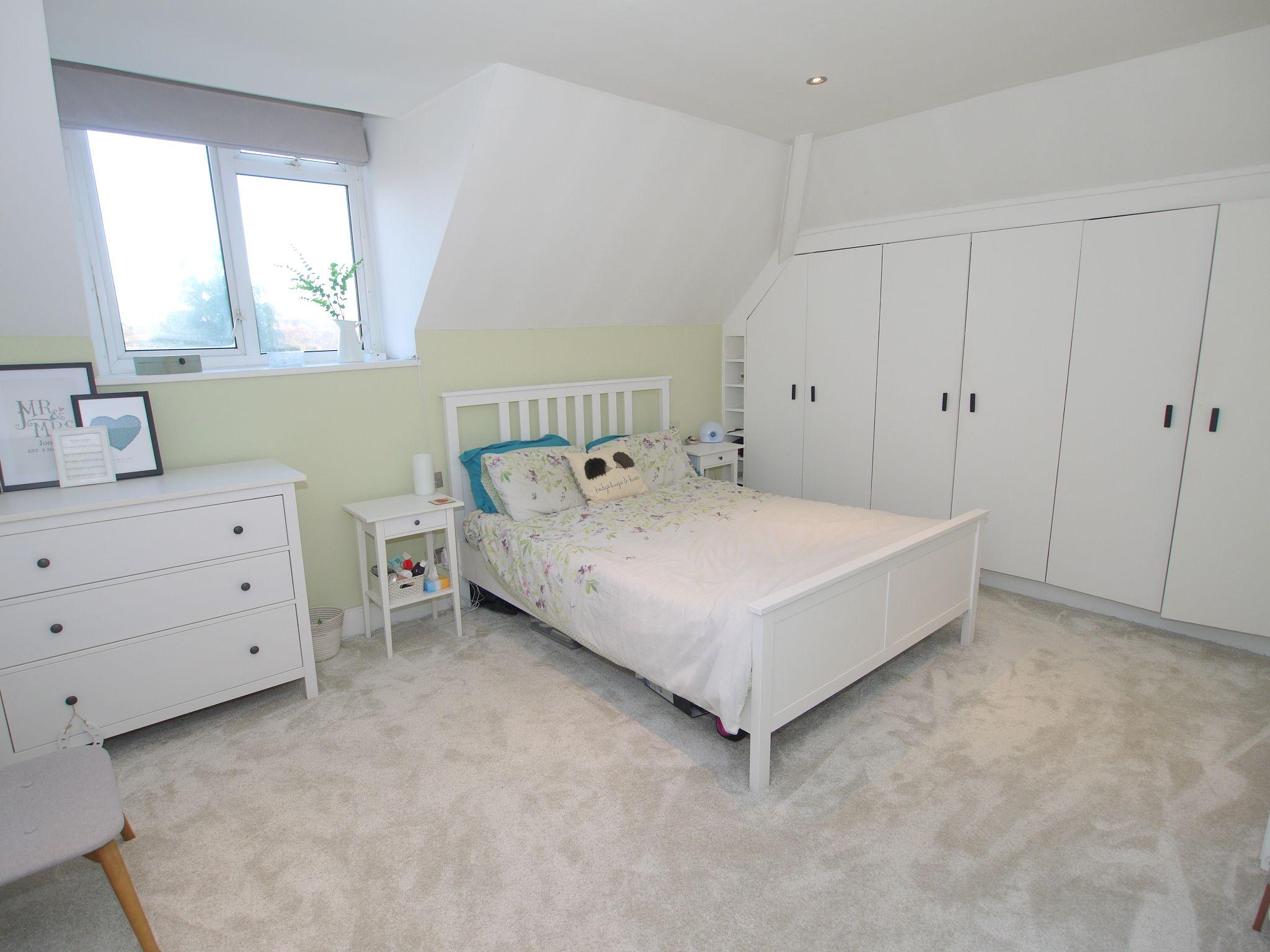 2 bedroom apartment Sale Agreed in Sevenoaks - Photograph 5