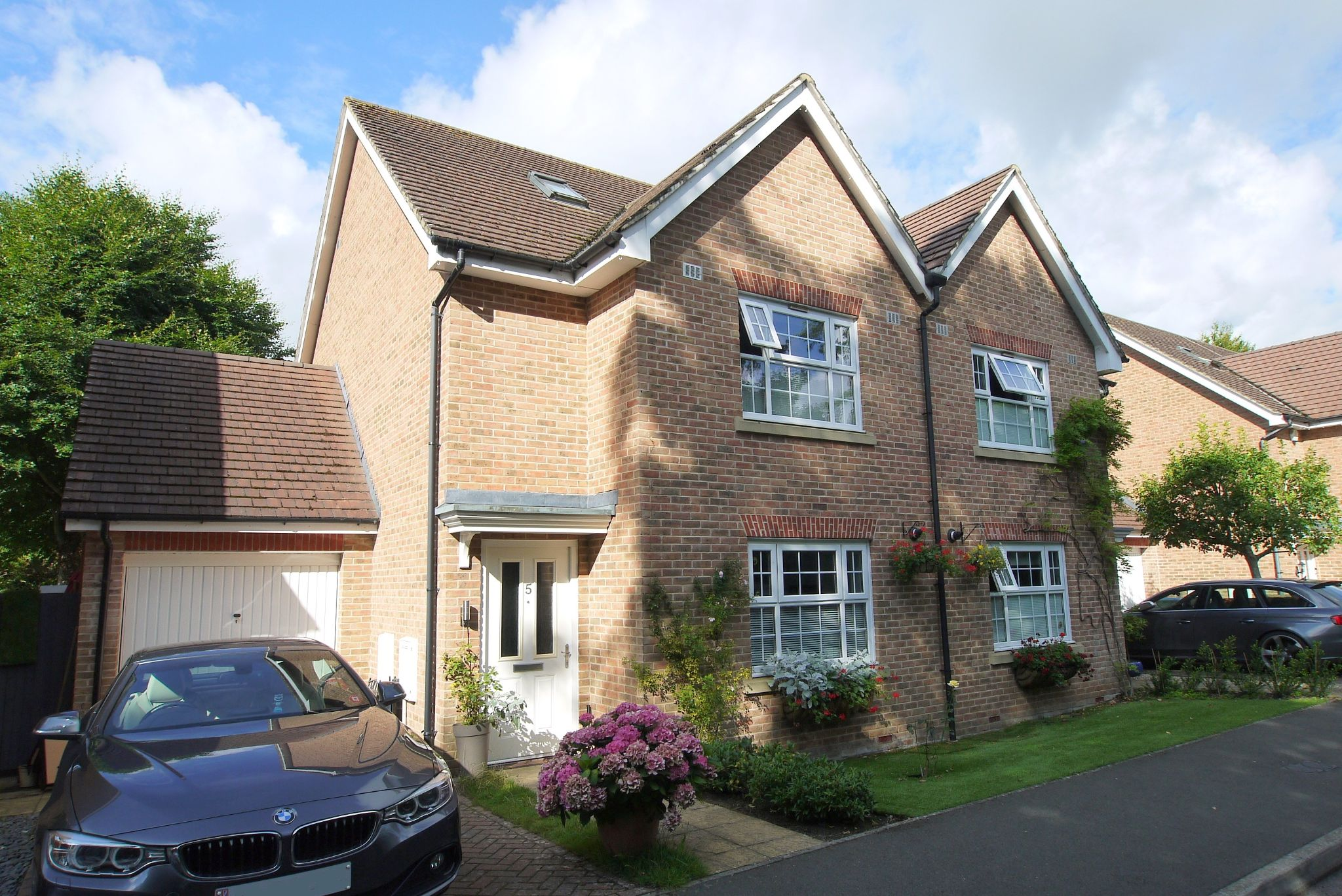 4 bedroom semi-detached house For Sale in Sevenoaks - Photograph 1
