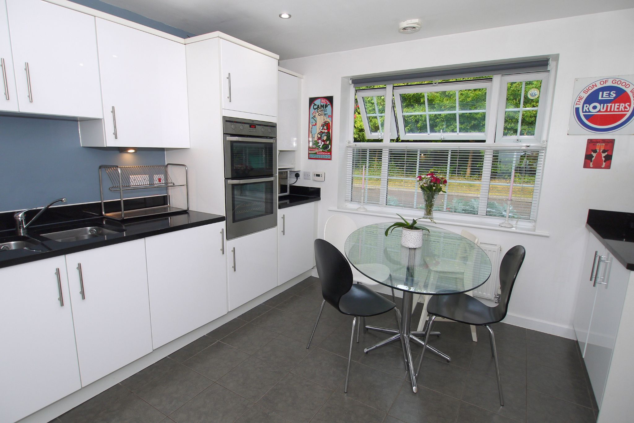 4 bedroom semi-detached house For Sale in Sevenoaks - Photograph 3