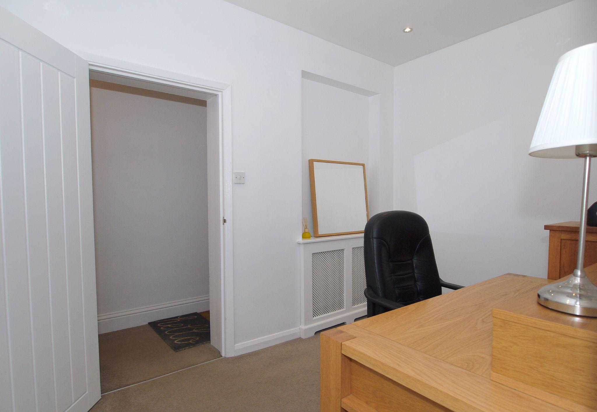 2 bedroom apartment flat/apartment Sold in Sevenoaks - Photograph 7