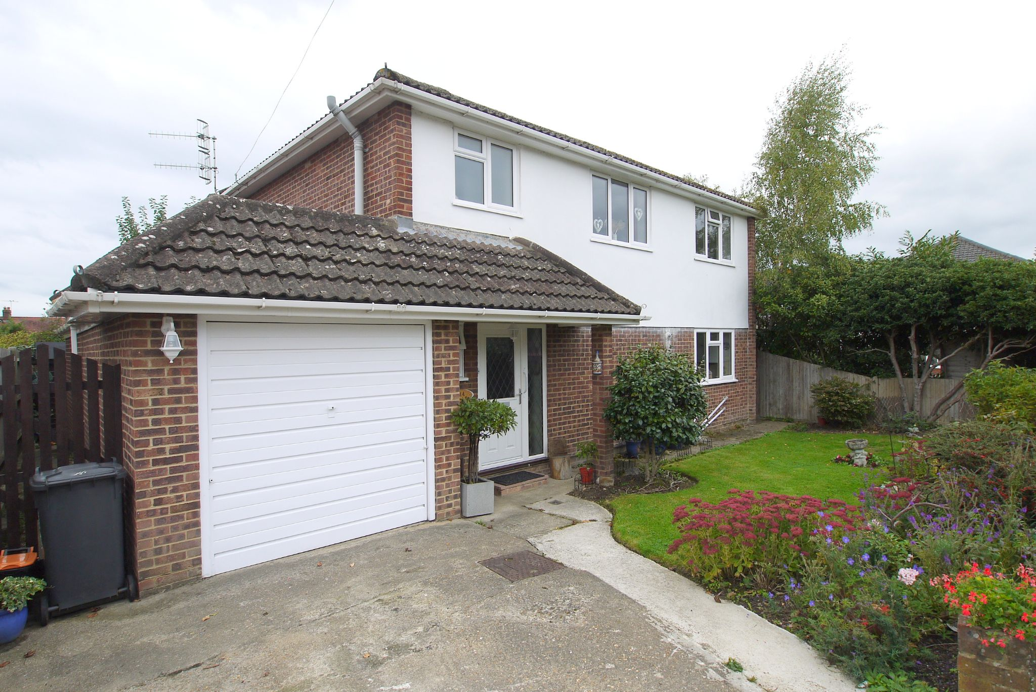 4 bedroom detached house For Sale in Tonbridge - Photograph 1