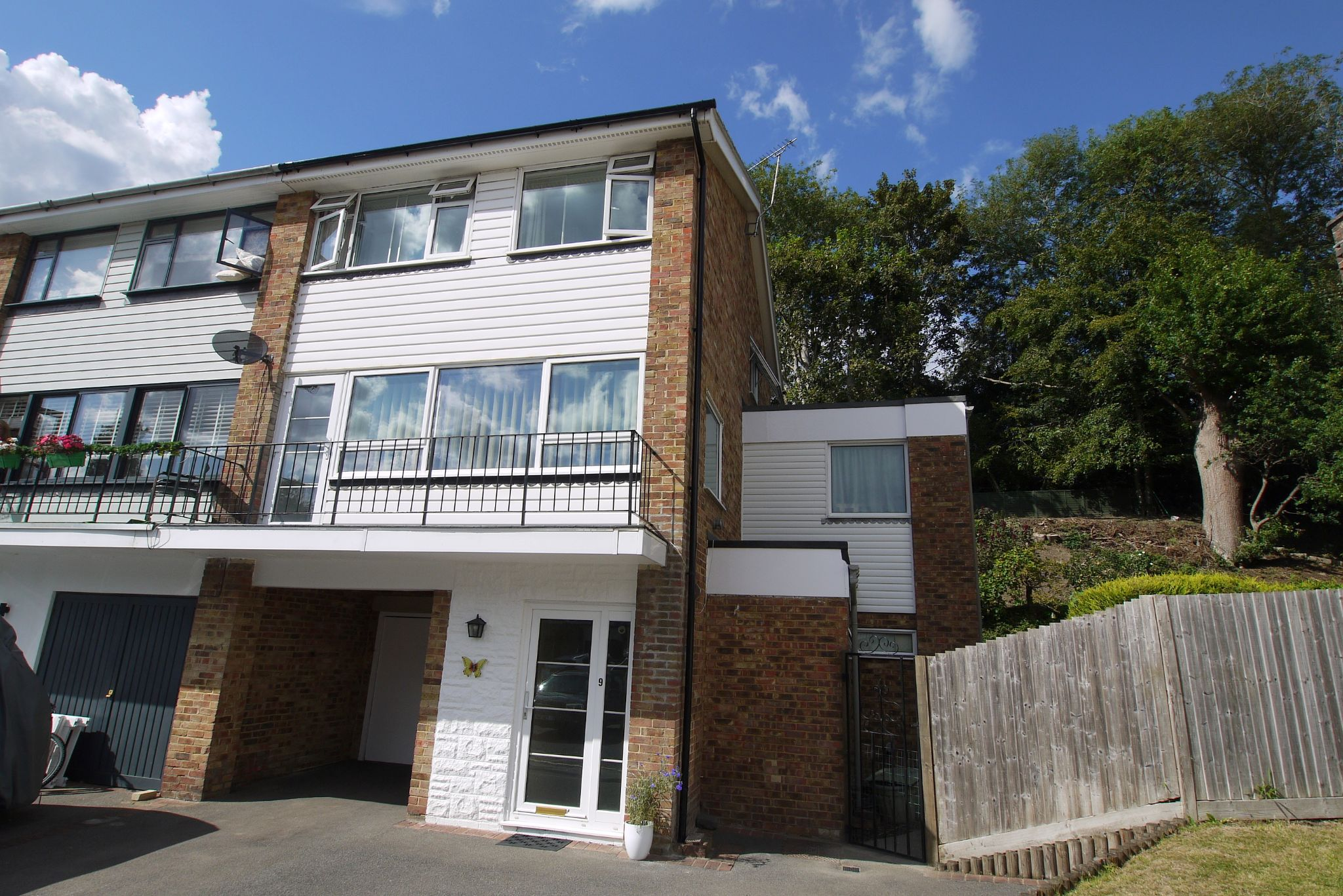 4 bedroom end terraced house Sale Agreed in Sevenoaks - Photograph 1
