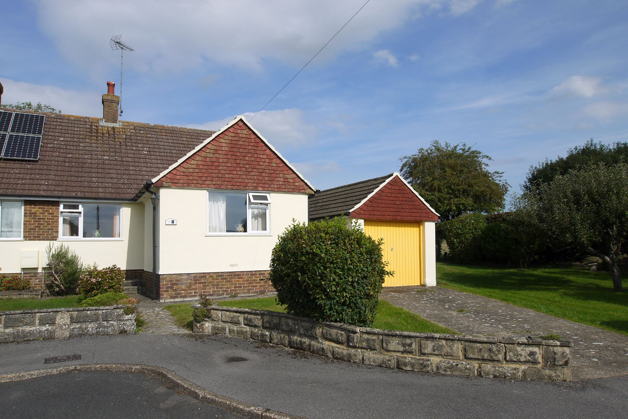 3 bedroom semi-detached bungalow Sold in Sevenoaks - Photograph 1