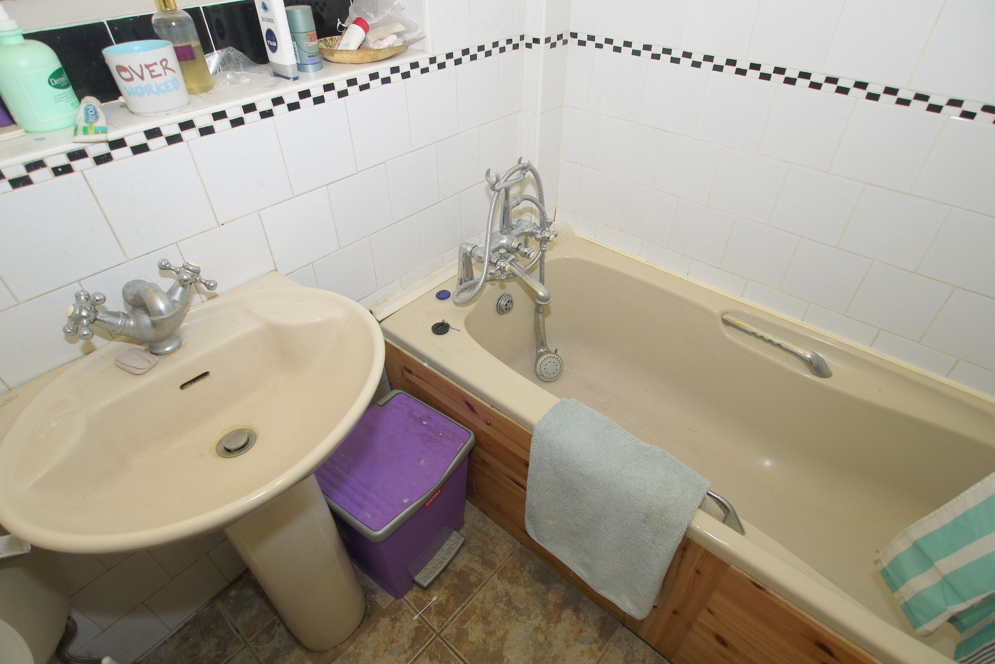 4 bedroom detached bungalow Sold in Sevenoaks - Photograph 8