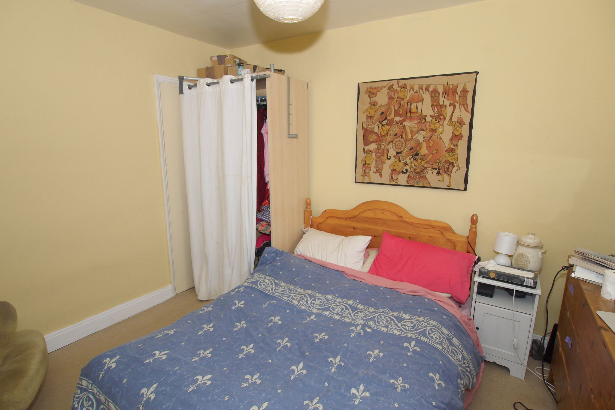 4 bedroom detached bungalow Sold in Sevenoaks - Photograph 5