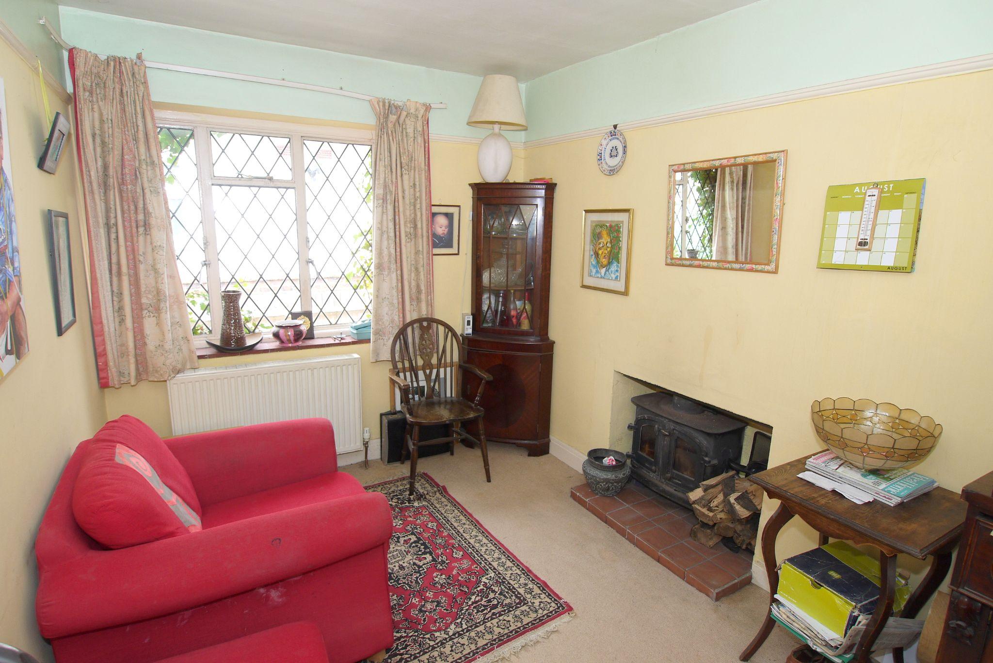 4 bedroom detached bungalow Sold in Sevenoaks - Photograph 3