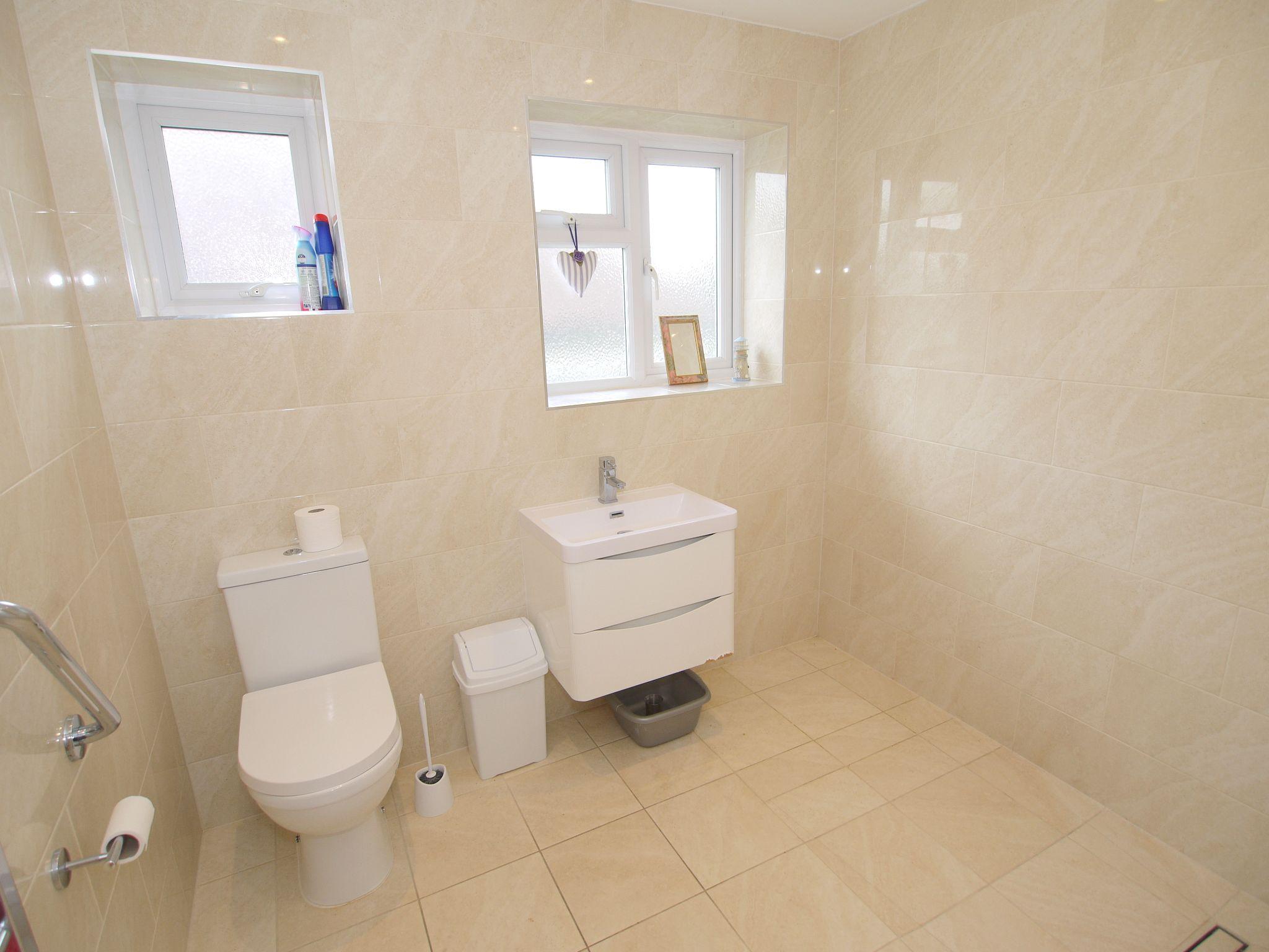 2 bedroom detached bungalow Sold in Sevenoaks - Photograph 8