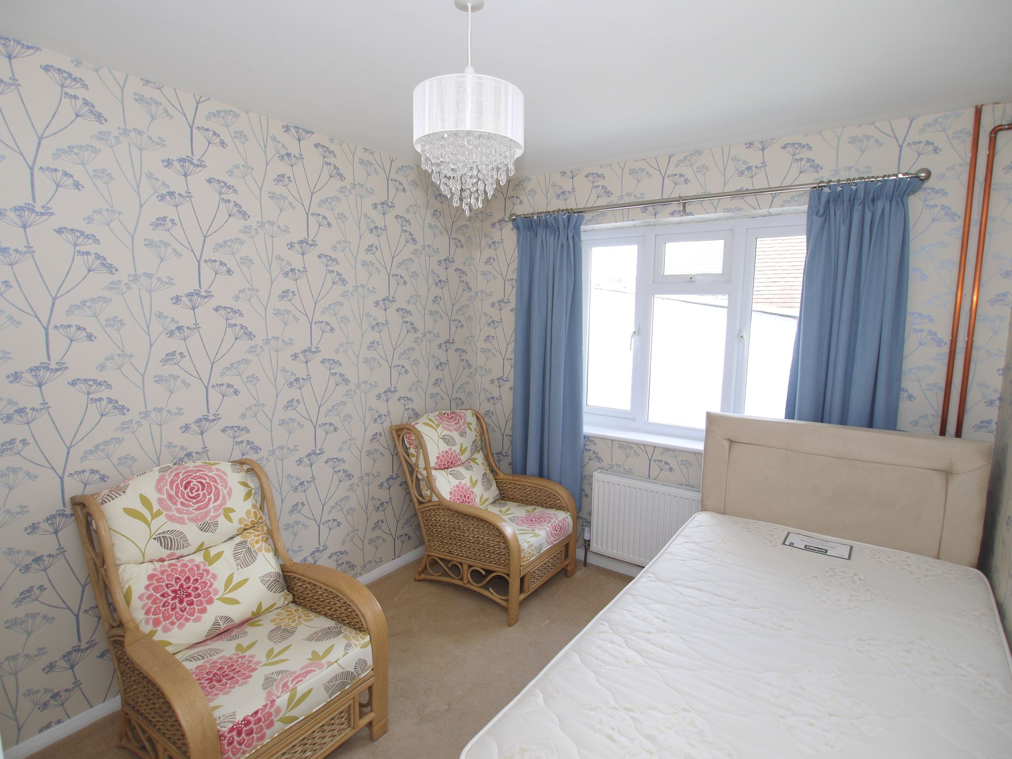 2 bedroom detached bungalow Sold in Sevenoaks - Photograph 7