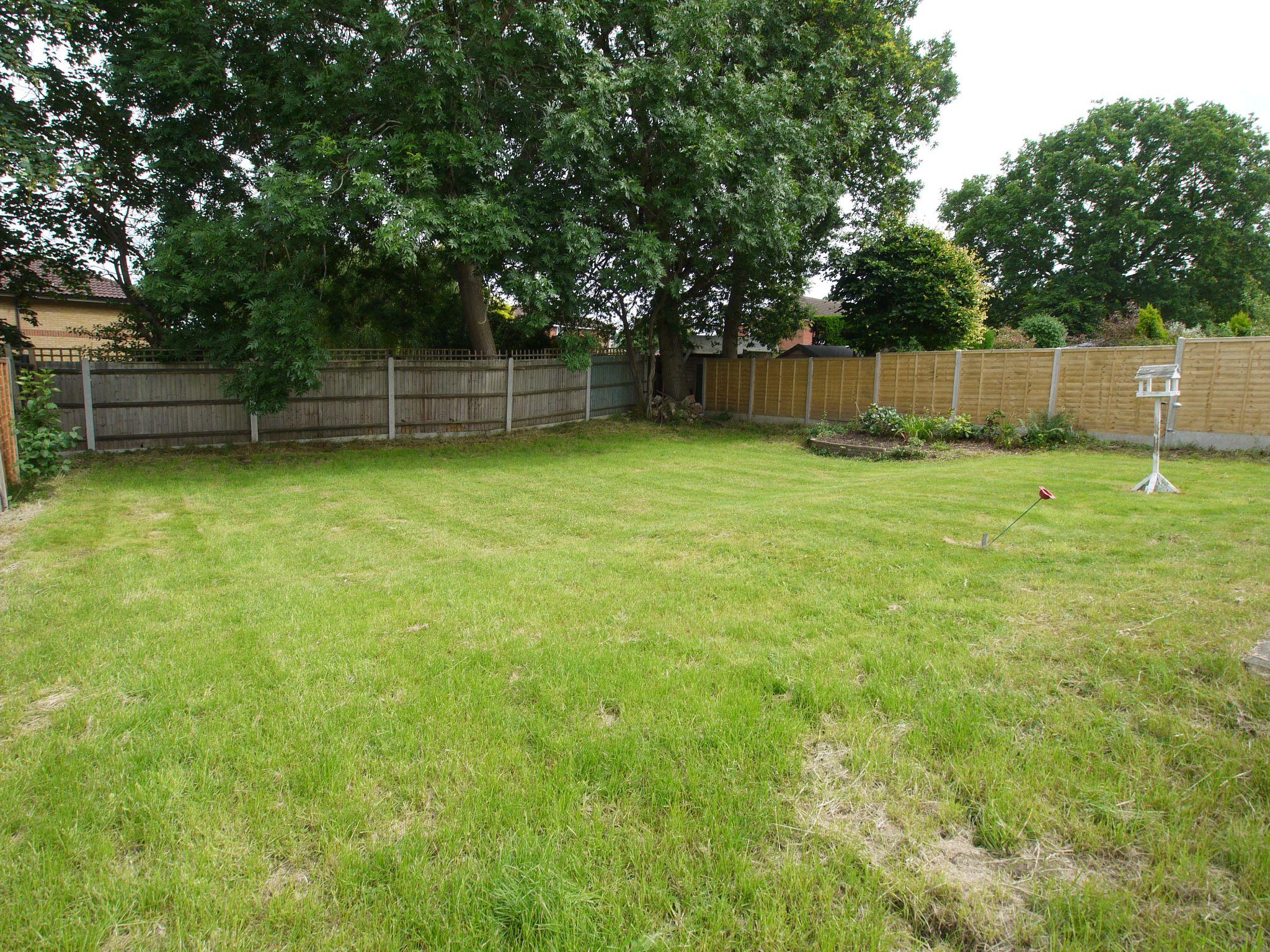 2 bedroom detached bungalow Sold in Sevenoaks - Photograph 2