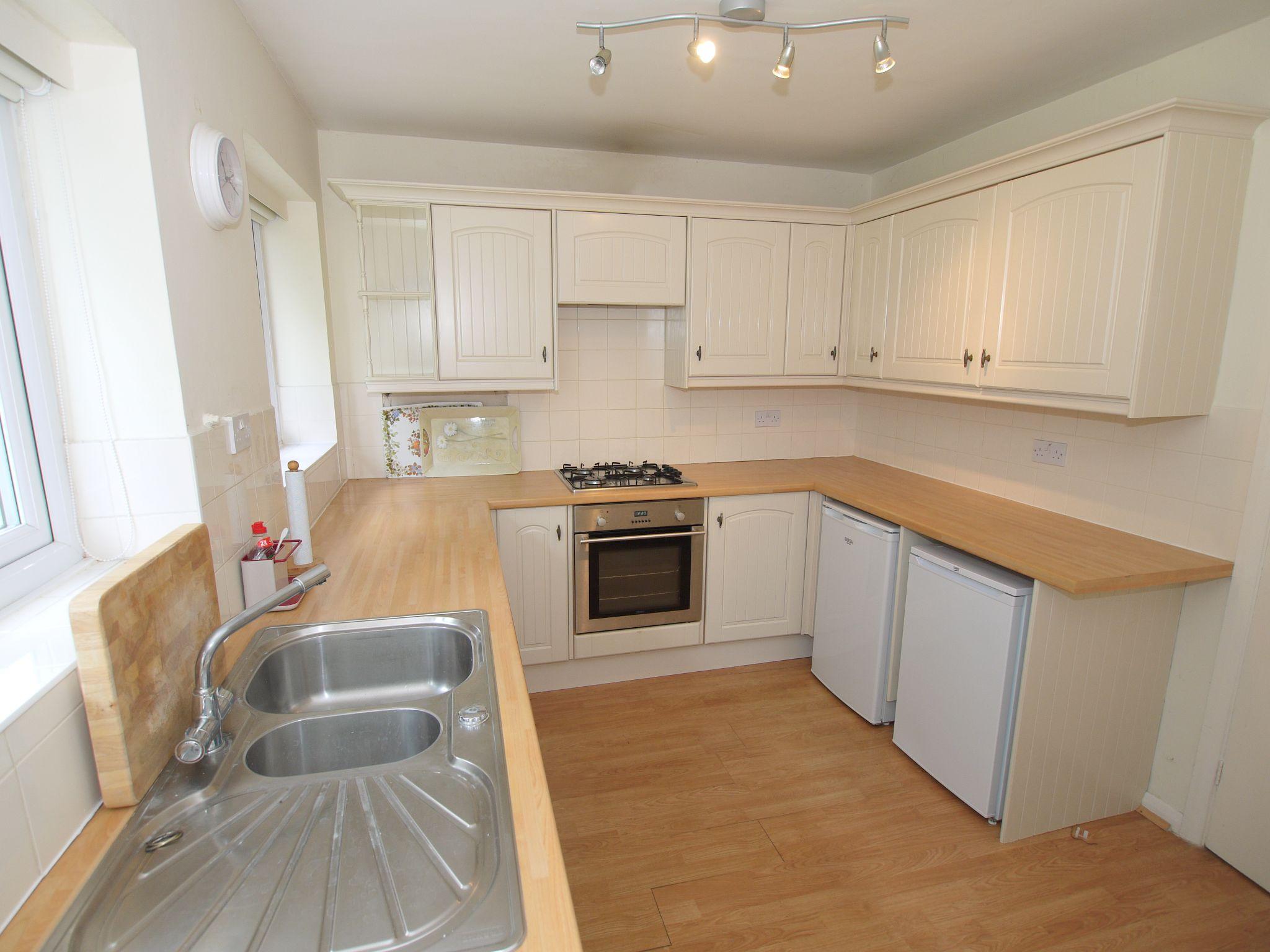 2 bedroom detached bungalow Sold in Sevenoaks - Photograph 3