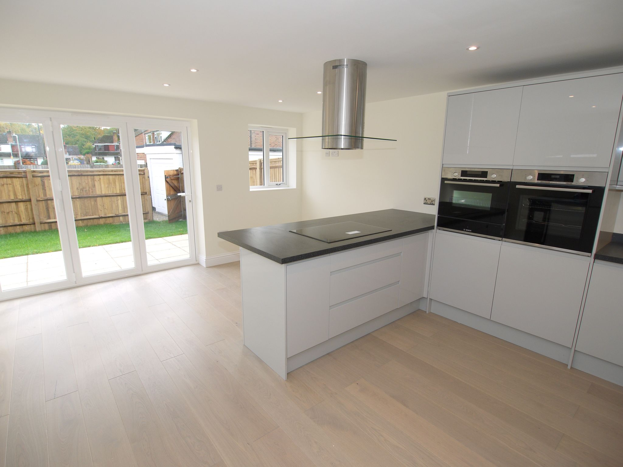 2 bedroom detached house Sale Agreed in Sevenoaks - Photograph 2